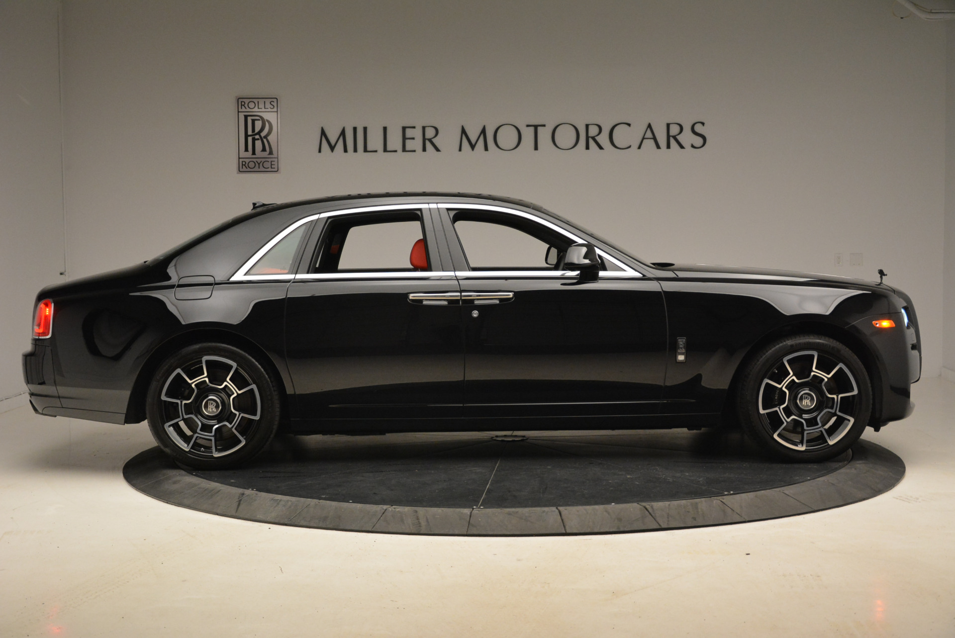 Used 2017 Rolls-Royce Ghost Black Badge For Sale In Greenwich, CT. Alfa Romeo of Greenwich, R451 2154_p9