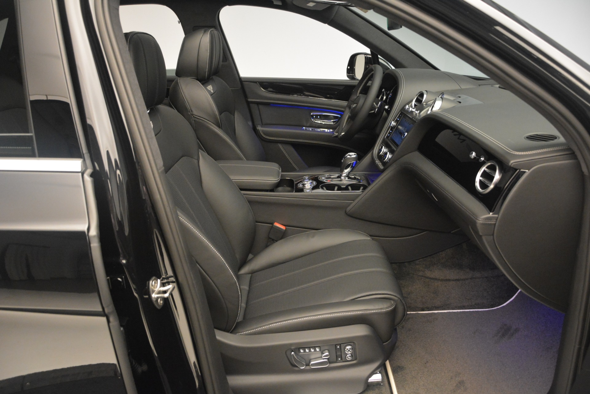 New 2019 Bentley Bentayga V8 For Sale In Greenwich, CT. Alfa Romeo of Greenwich, B1366 2160_p26