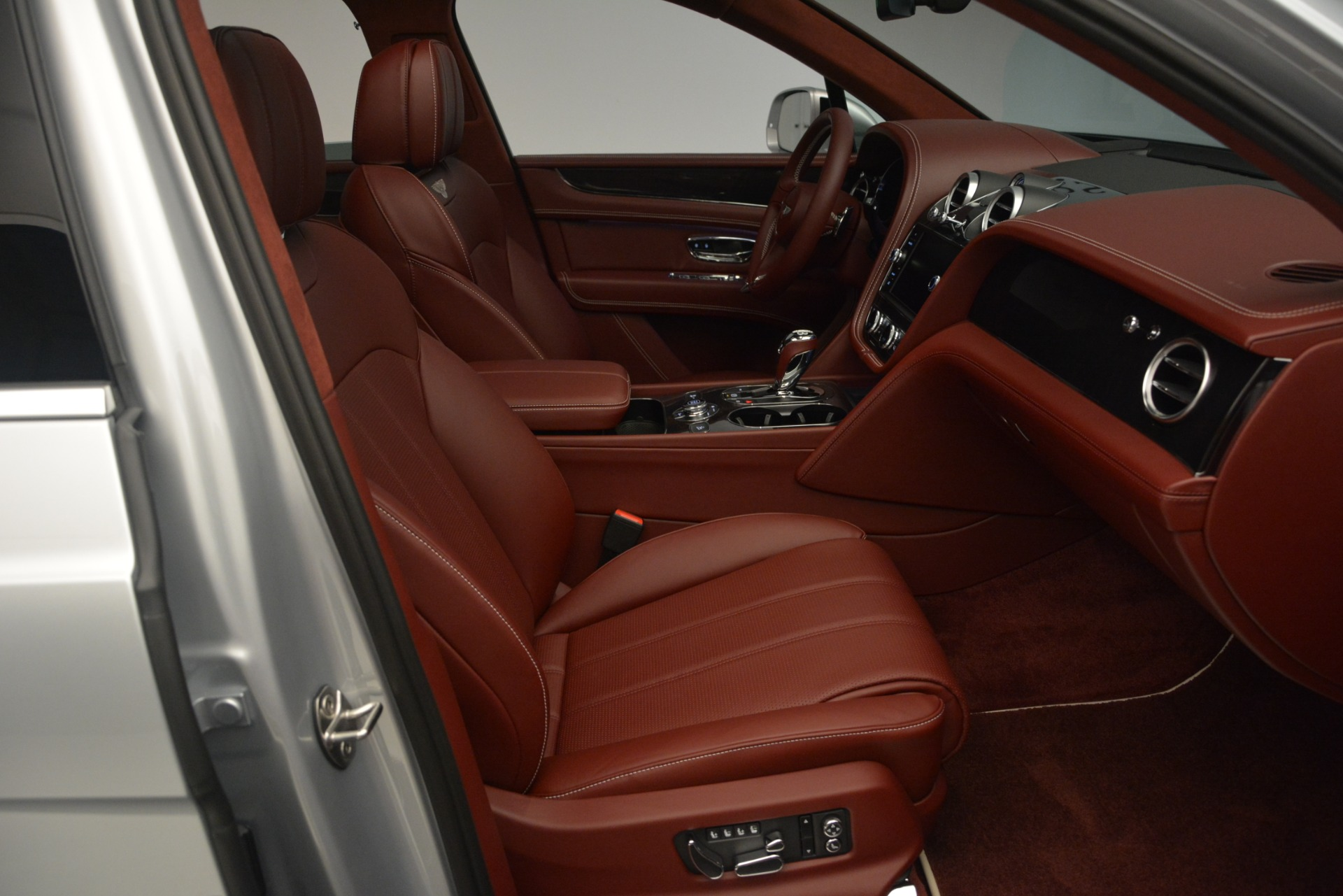 New 2019 Bentley Bentayga V8 For Sale In Greenwich, CT. Alfa Romeo of Greenwich, B1367 2161_p28