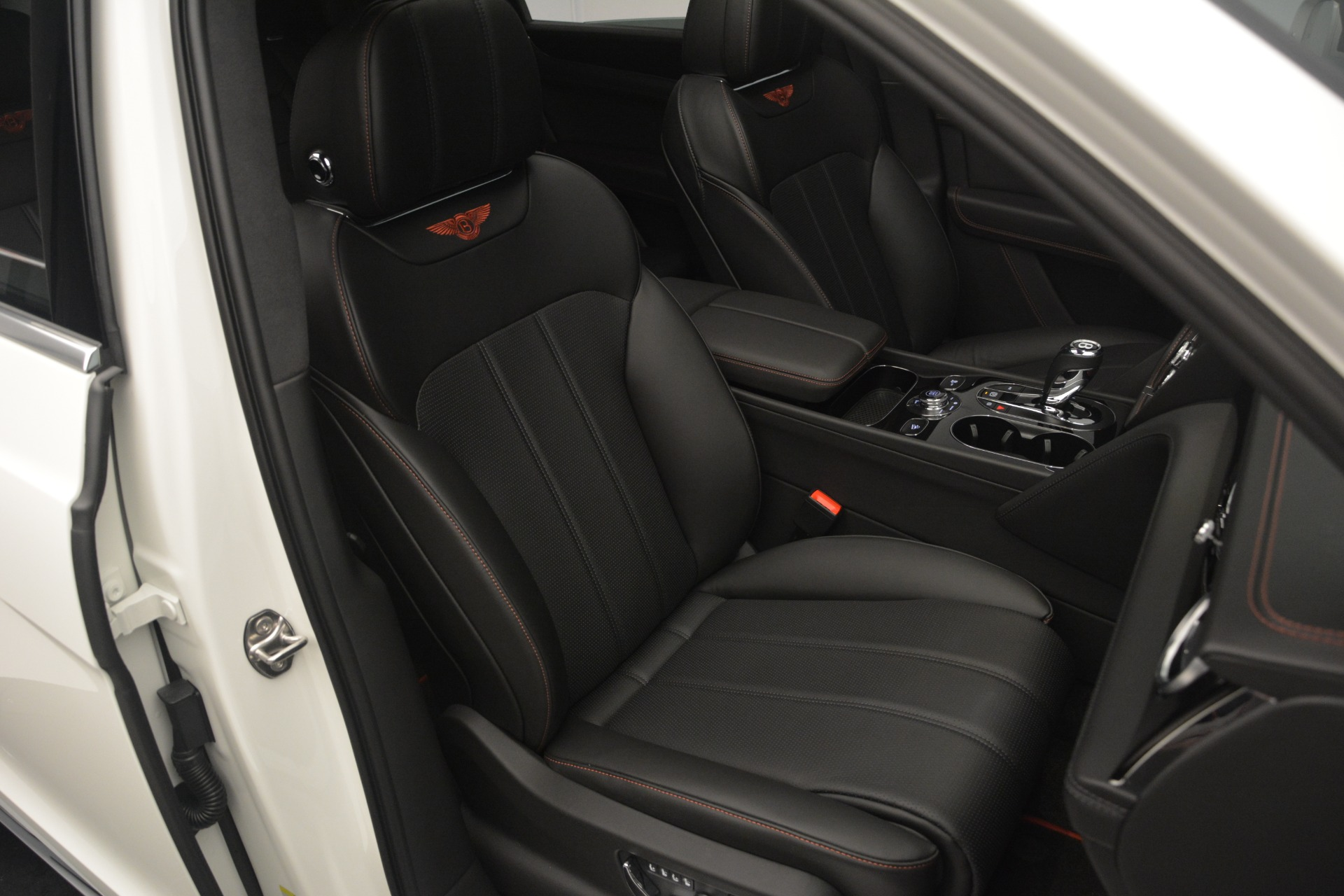 Used 2019 Bentley Bentayga V8 For Sale In Greenwich, CT. Alfa Romeo of Greenwich, B1364 2162_p25