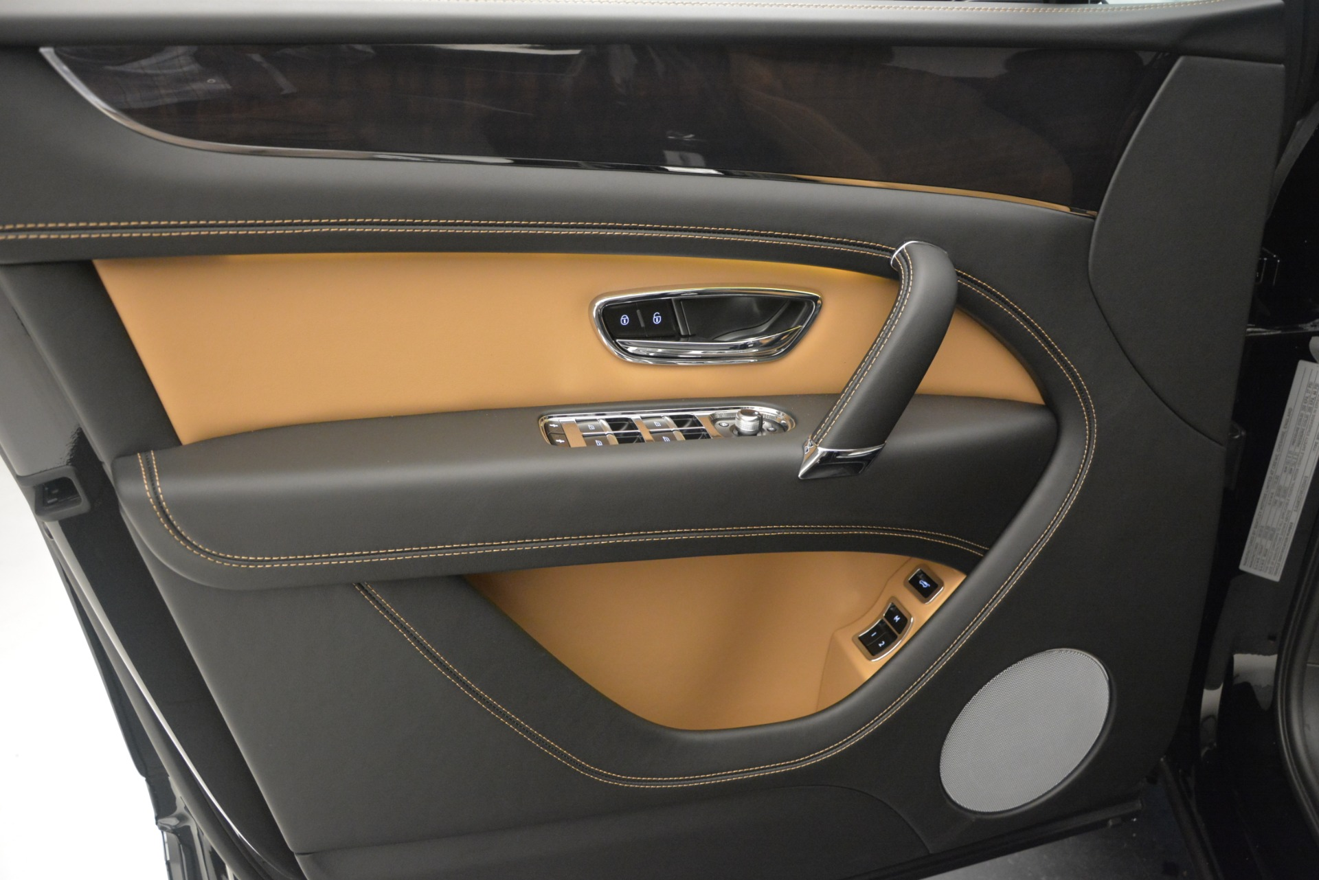 New 2019 Bentley Bentayga V8 For Sale In Greenwich, CT. Alfa Romeo of Greenwich, B1368 2164_p16