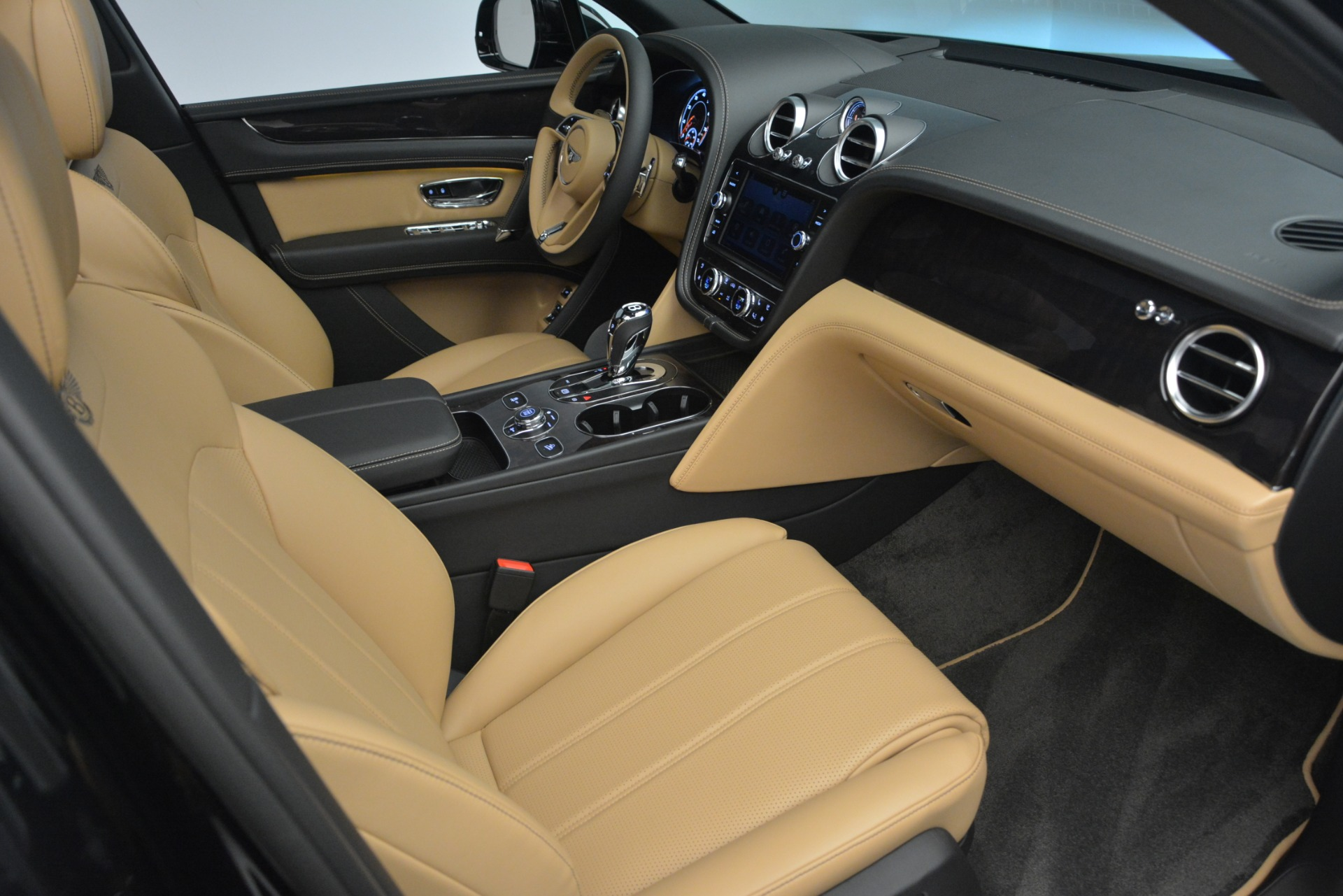 New 2019 Bentley Bentayga V8 For Sale In Greenwich, CT. Alfa Romeo of Greenwich, B1368 2164_p29