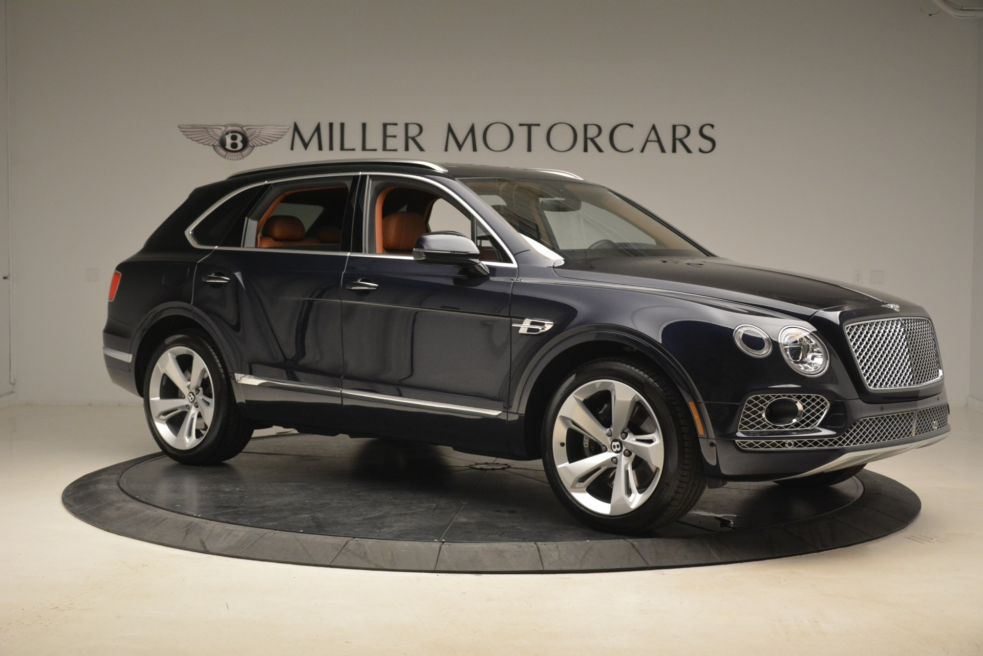 Used 2018 Bentley Bentayga W12 Signature For Sale In Greenwich, CT. Alfa Romeo of Greenwich, B1345 2165_p10