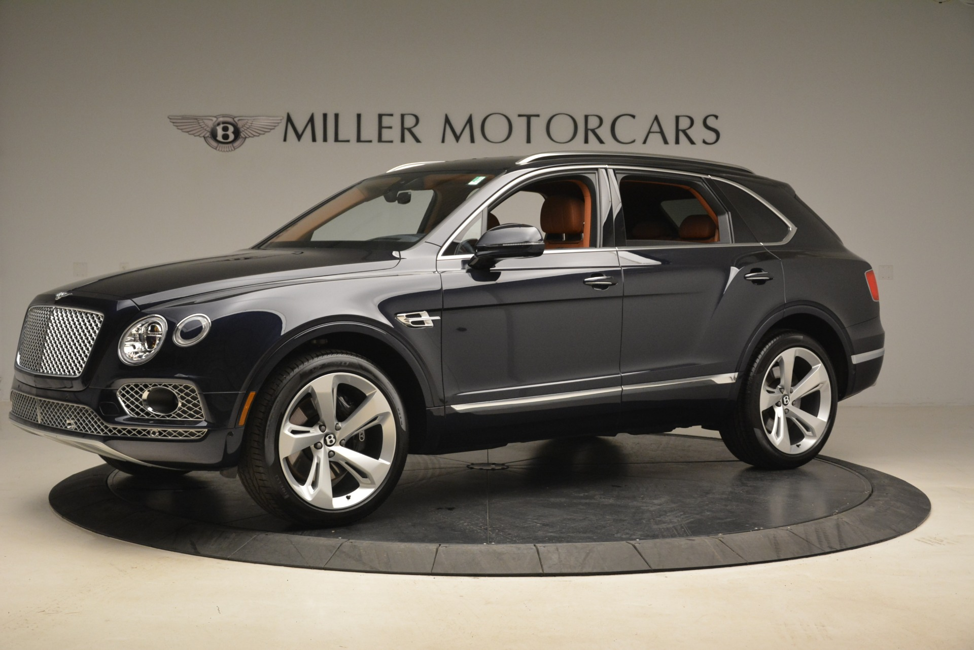 Used 2018 Bentley Bentayga W12 Signature For Sale In Greenwich, CT. Alfa Romeo of Greenwich, B1345 2165_p2