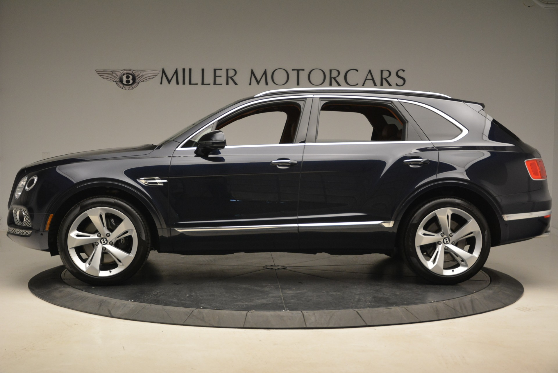 Used 2018 Bentley Bentayga W12 Signature For Sale In Greenwich, CT. Alfa Romeo of Greenwich, B1345 2165_p3