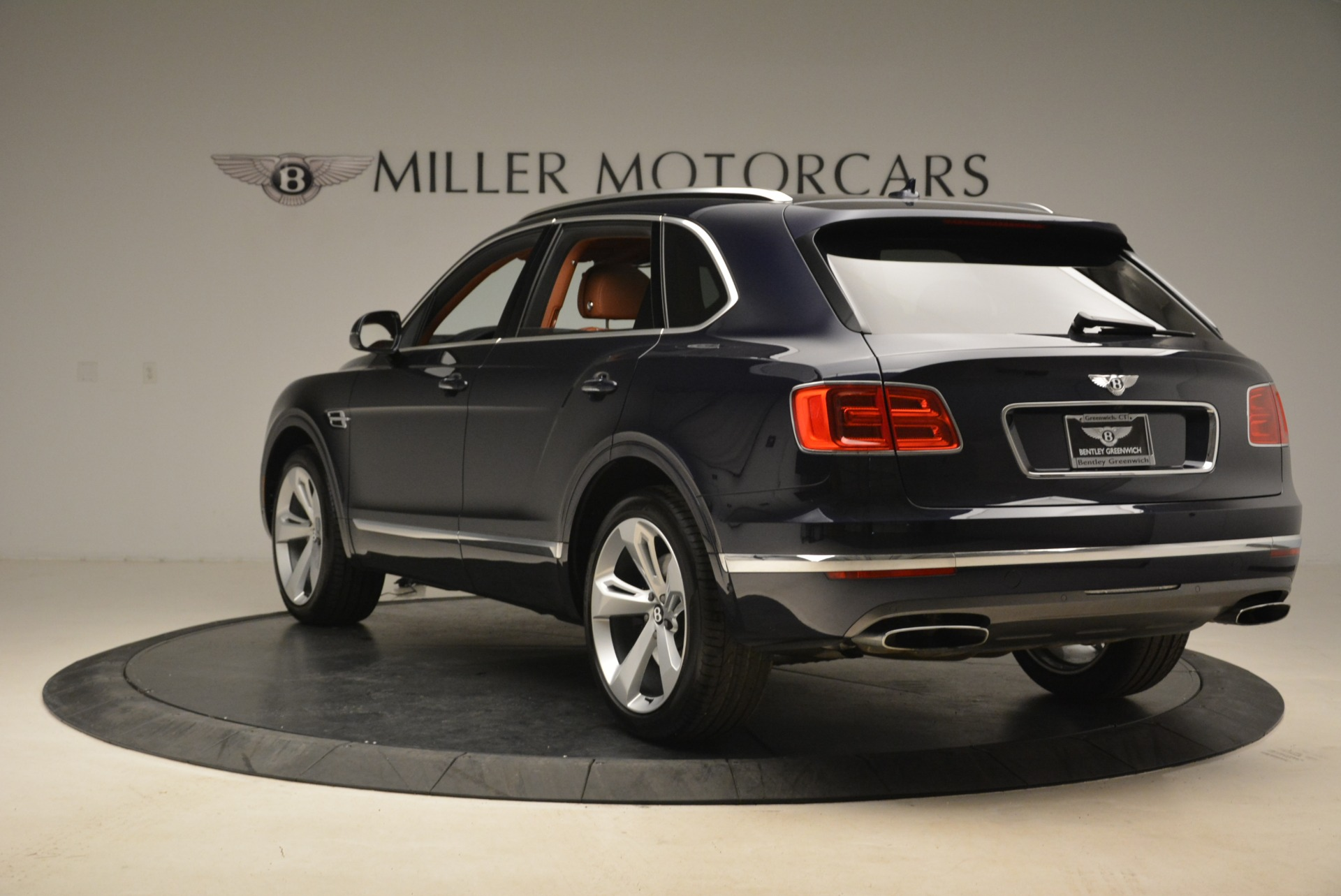 Used 2018 Bentley Bentayga W12 Signature For Sale In Greenwich, CT. Alfa Romeo of Greenwich, B1345 2165_p5