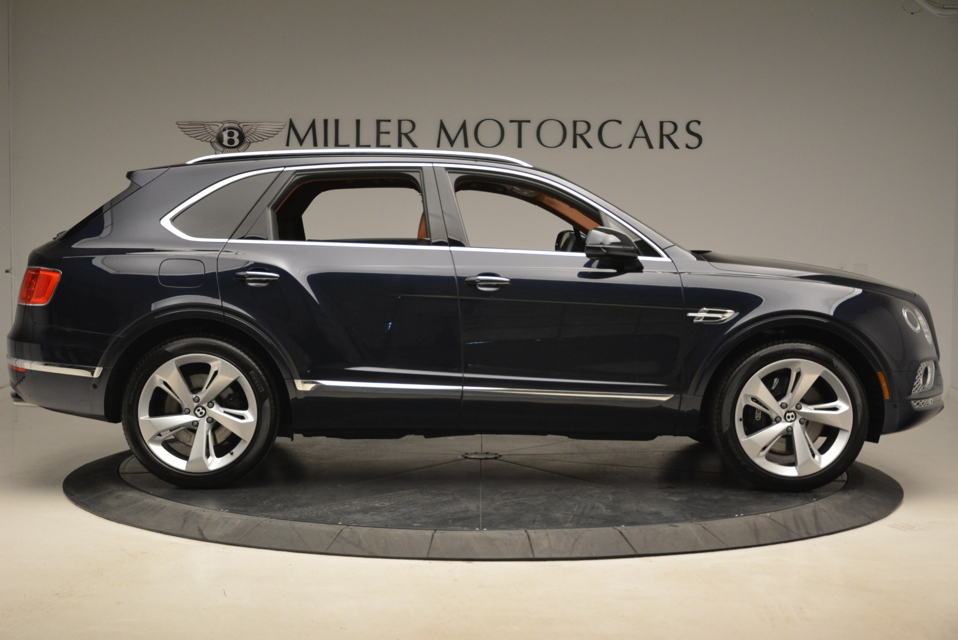 Used 2018 Bentley Bentayga W12 Signature For Sale In Greenwich, CT. Alfa Romeo of Greenwich, B1345 2165_p9