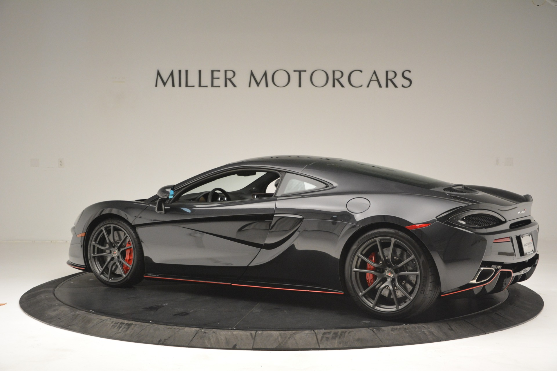 Used 2018 McLaren 570GT  For Sale In Greenwich, CT. Alfa Romeo of Greenwich, MC348 2166_p4