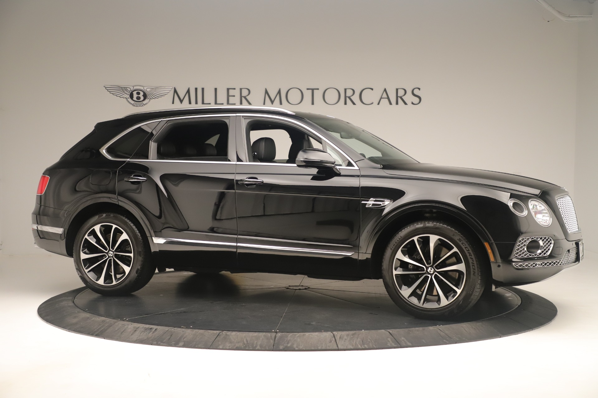 Used 2018 Bentley Bentayga W12 Signature For Sale In Greenwich, CT. Alfa Romeo of Greenwich, 7545A 2167_p10
