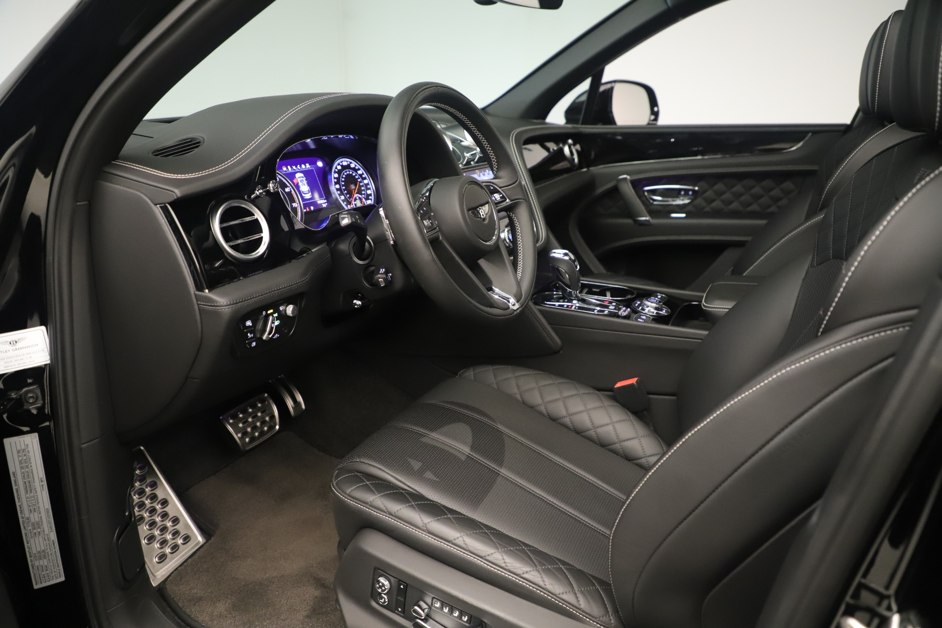Used 2018 Bentley Bentayga W12 Signature For Sale In Greenwich, CT. Alfa Romeo of Greenwich, 7545A 2167_p17
