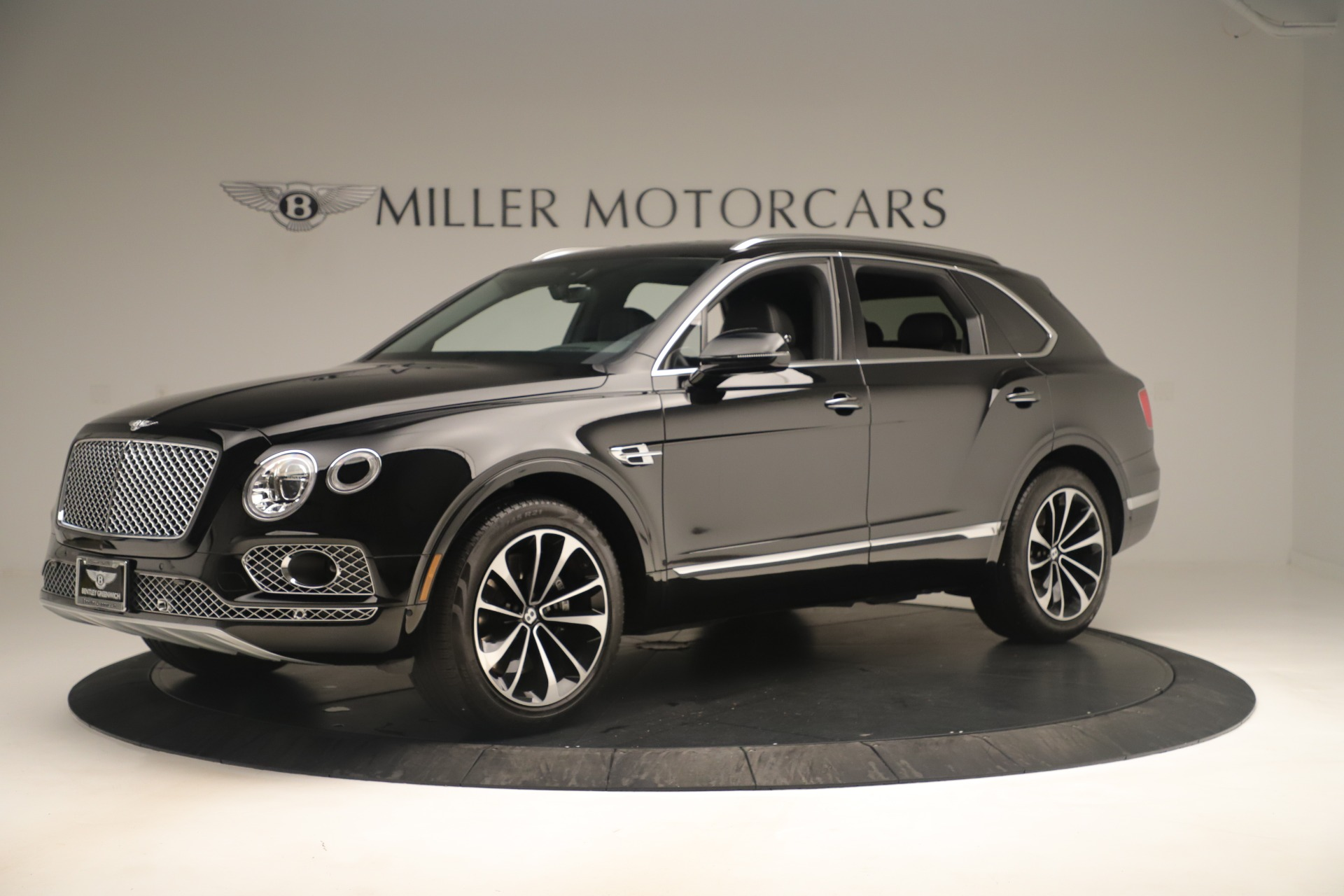 Used 2018 Bentley Bentayga W12 Signature For Sale In Greenwich, CT. Alfa Romeo of Greenwich, 7545A 2167_p2