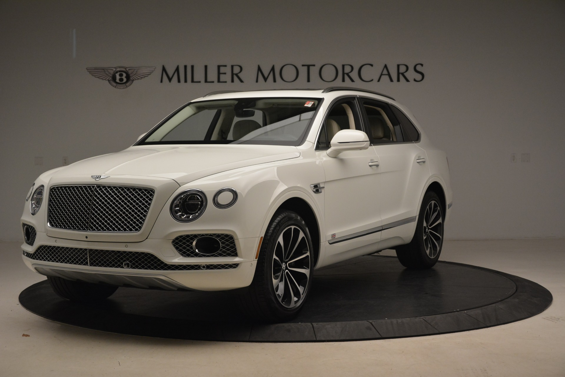 Used 2018 Bentley Bentayga Signature For Sale In Greenwich, CT. Alfa Romeo of Greenwich, B1348 2168_main