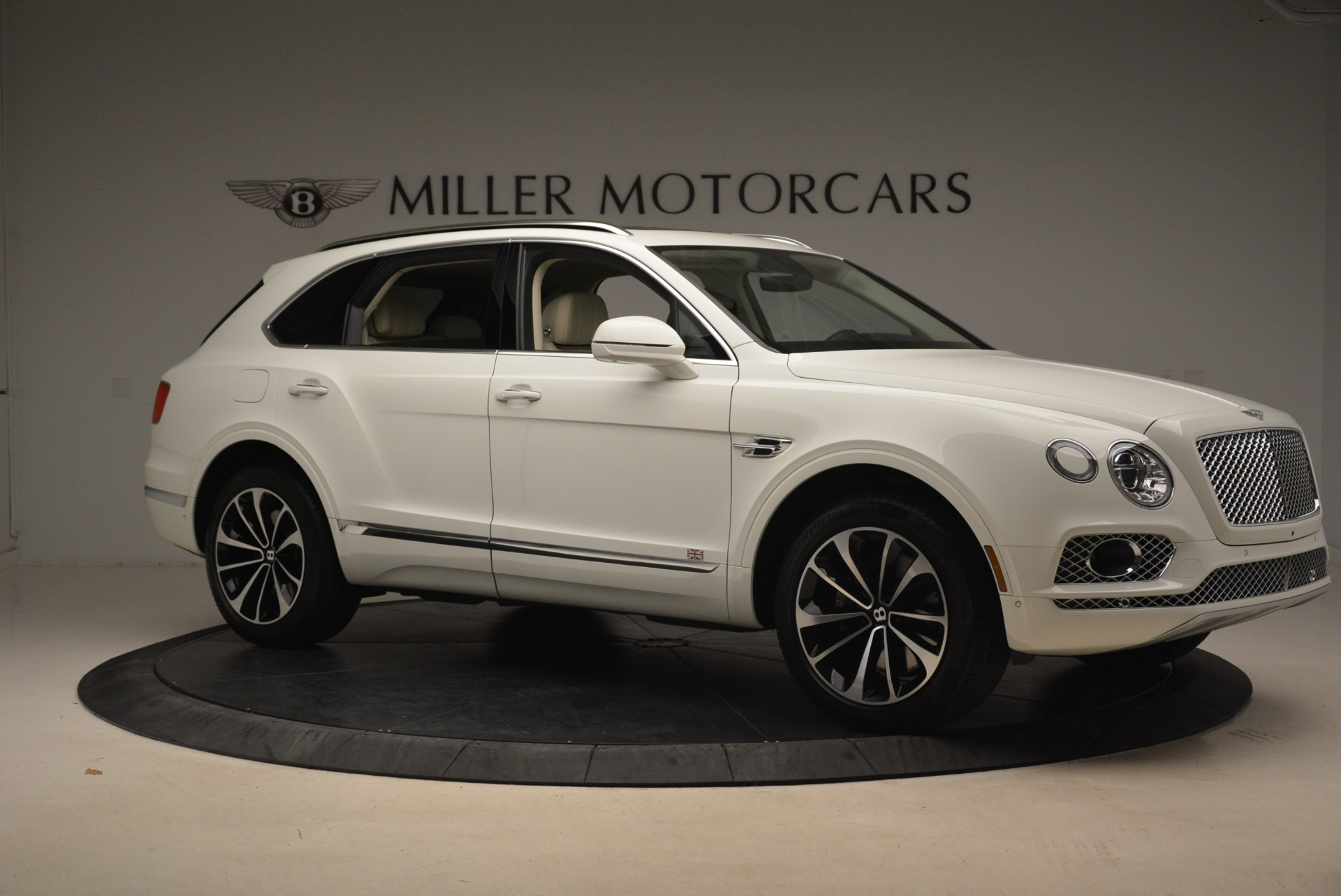 Used 2018 Bentley Bentayga Signature For Sale In Greenwich, CT. Alfa Romeo of Greenwich, B1348 2168_p10