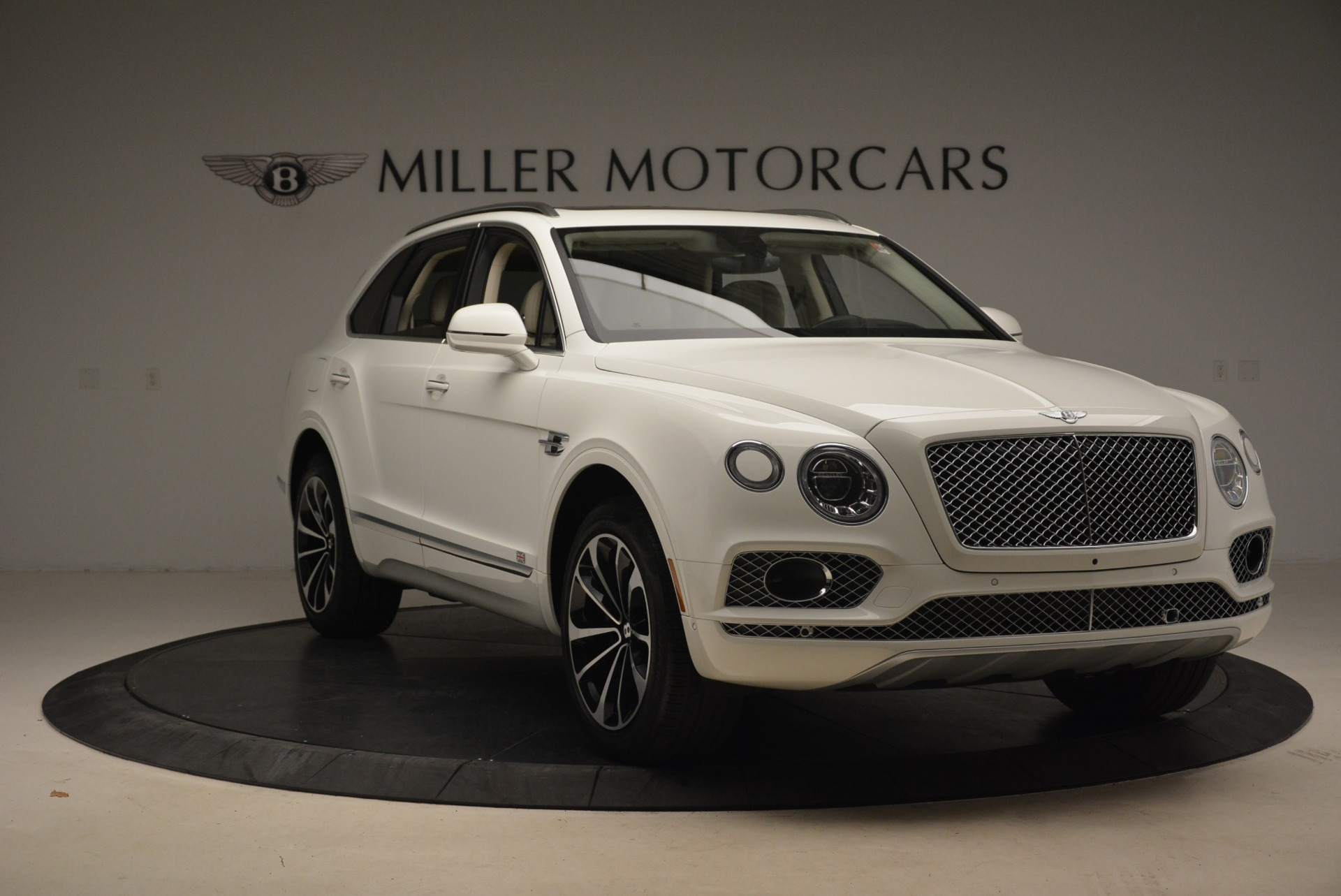 Used 2018 Bentley Bentayga Signature For Sale In Greenwich, CT. Alfa Romeo of Greenwich, B1348 2168_p11