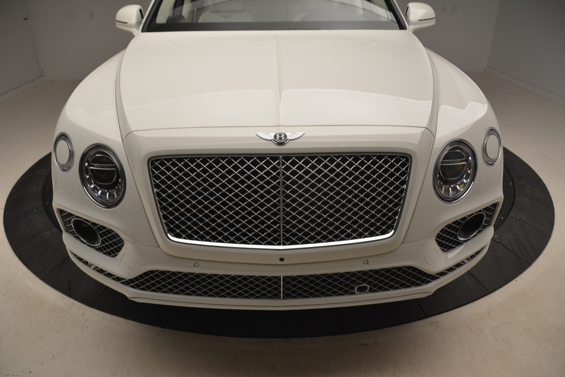 Used 2018 Bentley Bentayga Signature For Sale In Greenwich, CT. Alfa Romeo of Greenwich, B1348 2168_p13