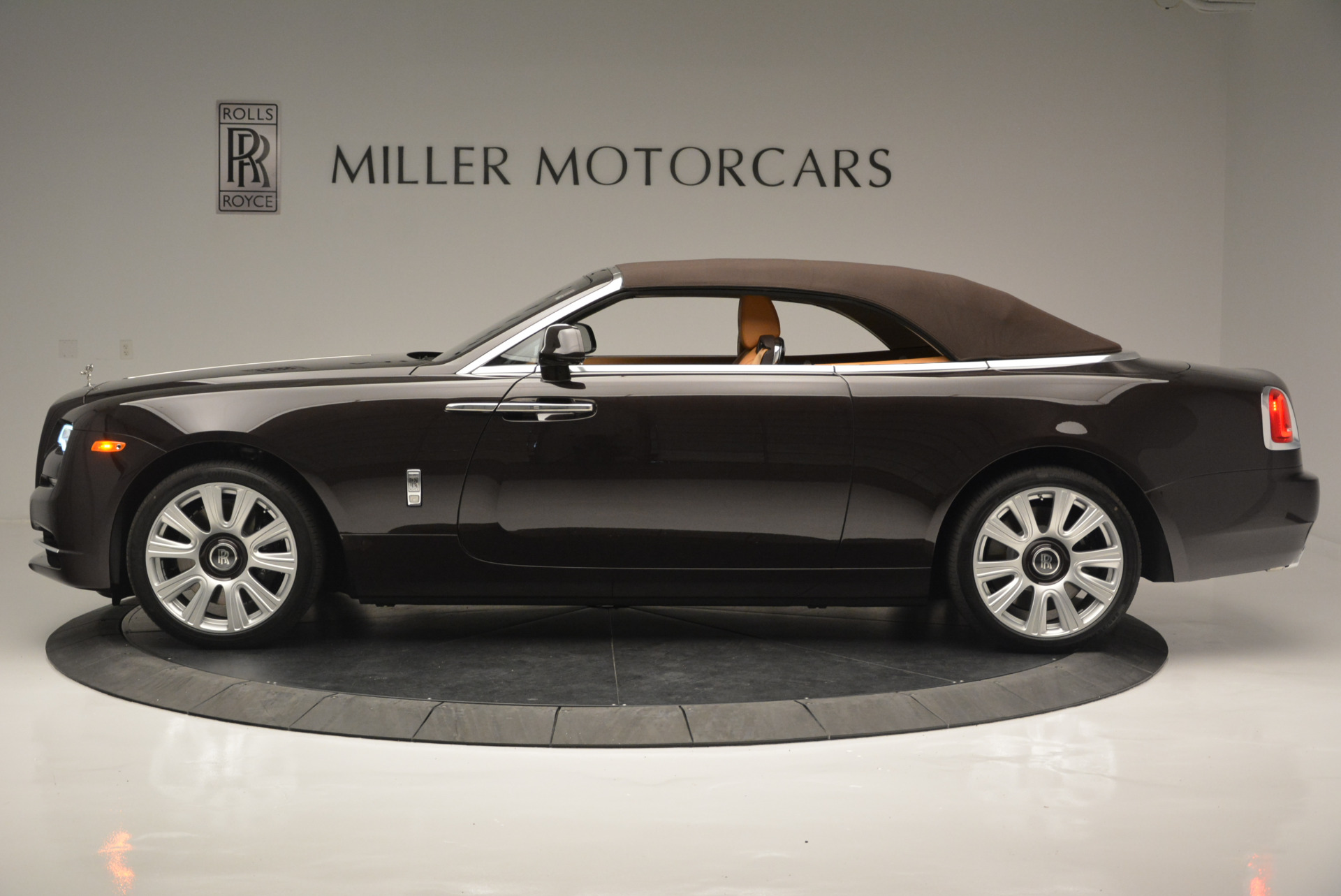 Used 2018 Rolls-Royce Dawn  For Sale In Greenwich, CT. Alfa Romeo of Greenwich, R465 2178_p10