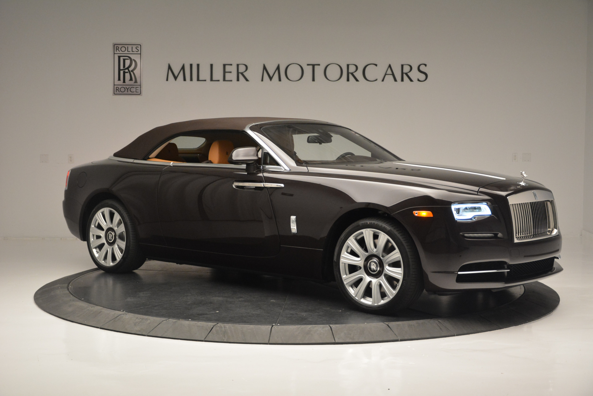 Used 2018 Rolls-Royce Dawn  For Sale In Greenwich, CT. Alfa Romeo of Greenwich, R465 2178_p15