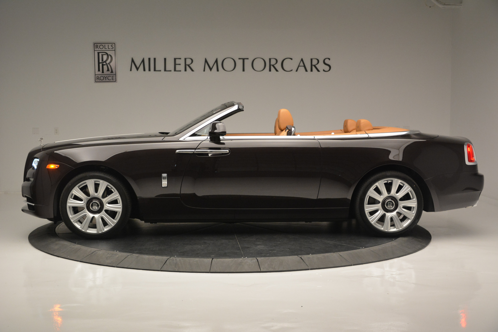 Used 2018 Rolls-Royce Dawn  For Sale In Greenwich, CT. Alfa Romeo of Greenwich, R465 2178_p2