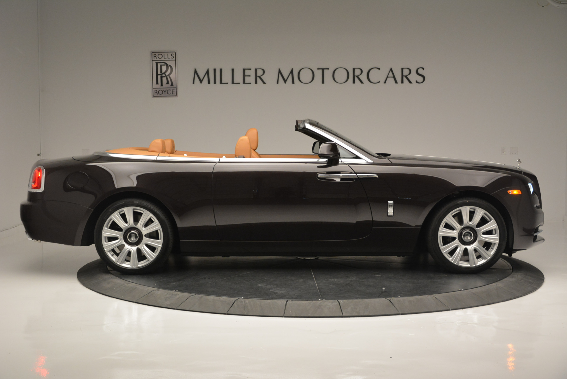 Used 2018 Rolls-Royce Dawn  For Sale In Greenwich, CT. Alfa Romeo of Greenwich, R465 2178_p6