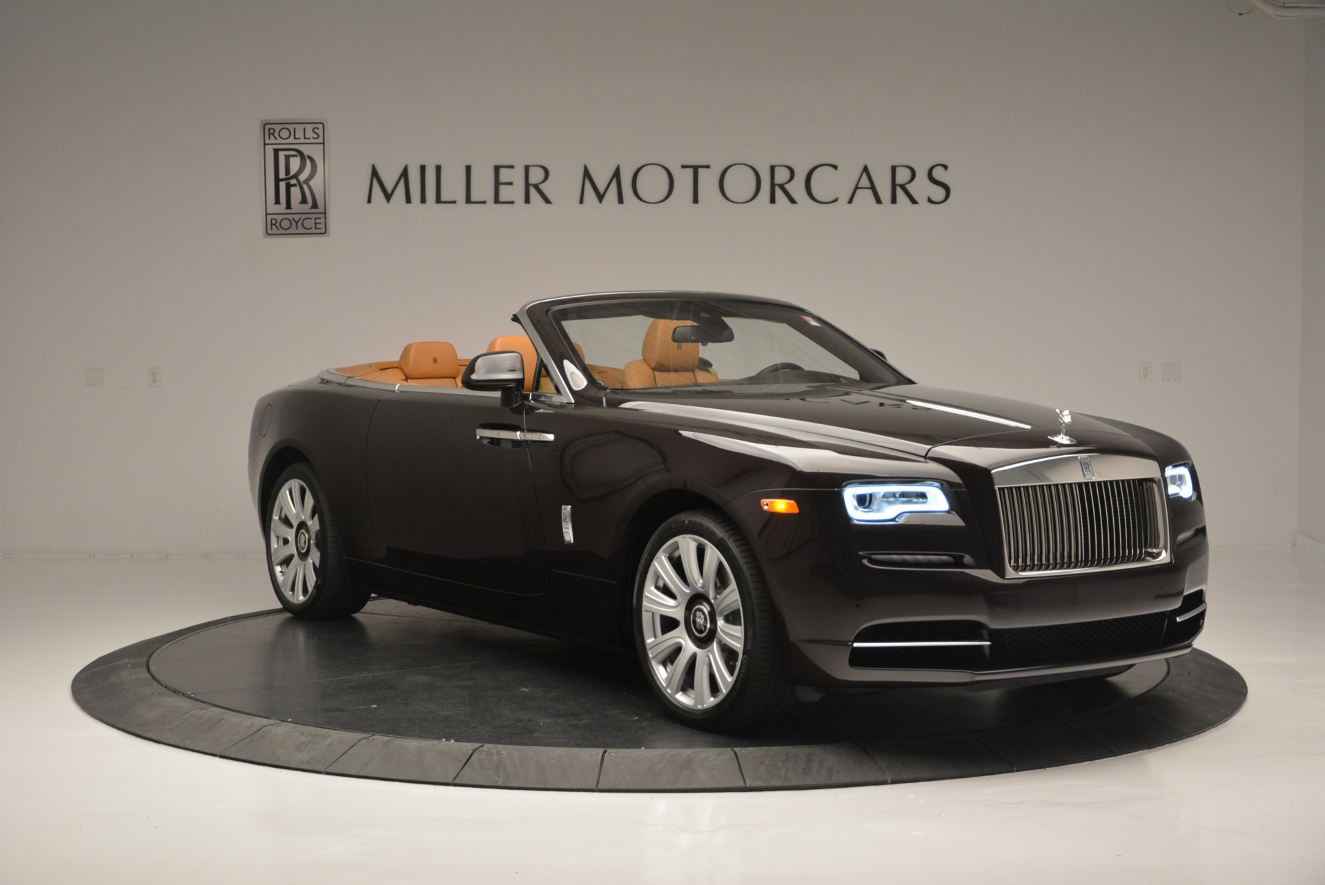 Used 2018 Rolls-Royce Dawn  For Sale In Greenwich, CT. Alfa Romeo of Greenwich, R465 2178_p7