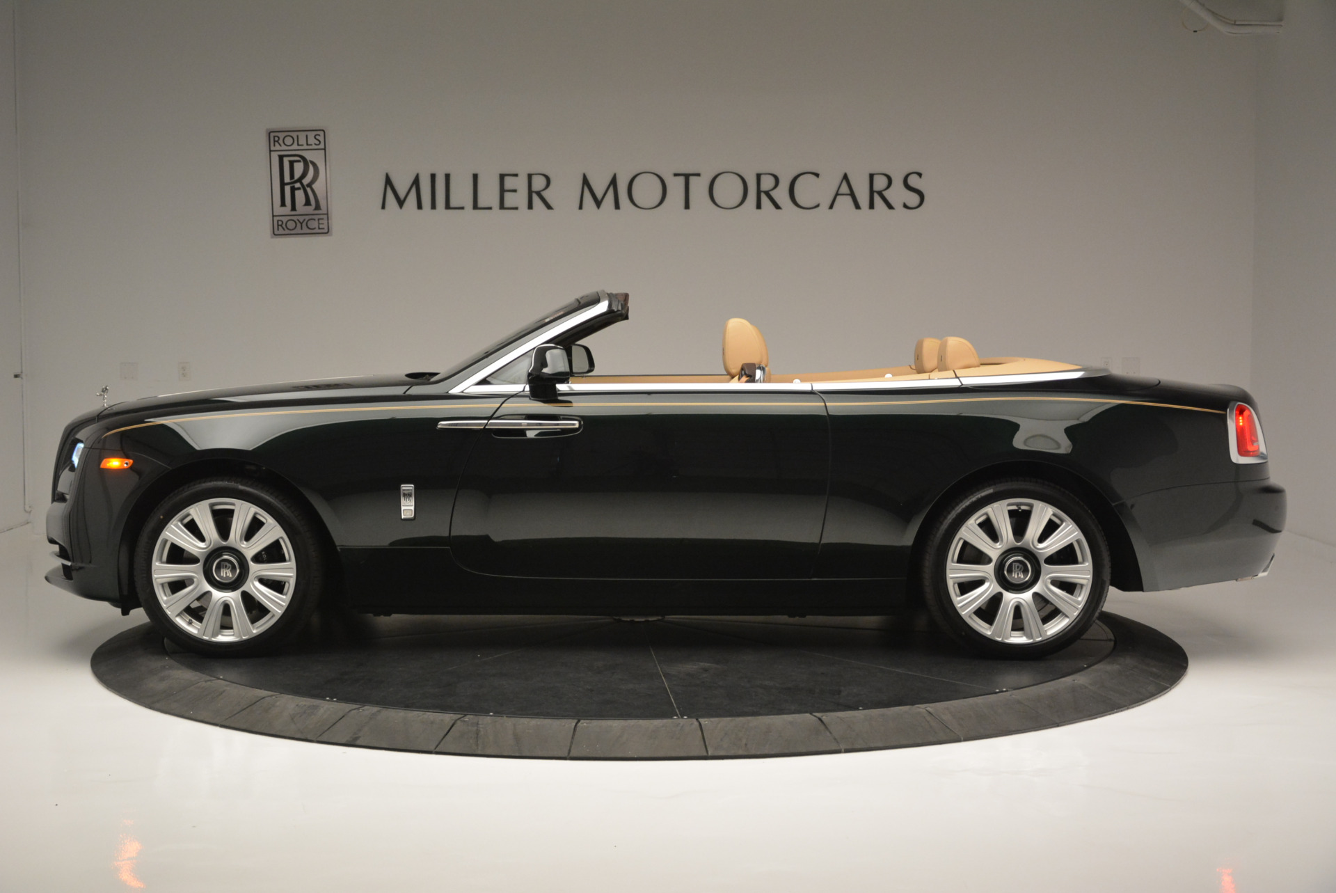 Used 2018 Rolls-Royce Dawn  For Sale In Greenwich, CT. Alfa Romeo of Greenwich, 7445 2179_p2