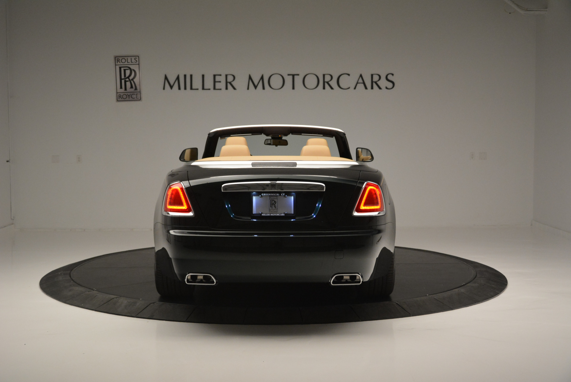 Used 2018 Rolls-Royce Dawn  For Sale In Greenwich, CT. Alfa Romeo of Greenwich, 7445 2179_p4