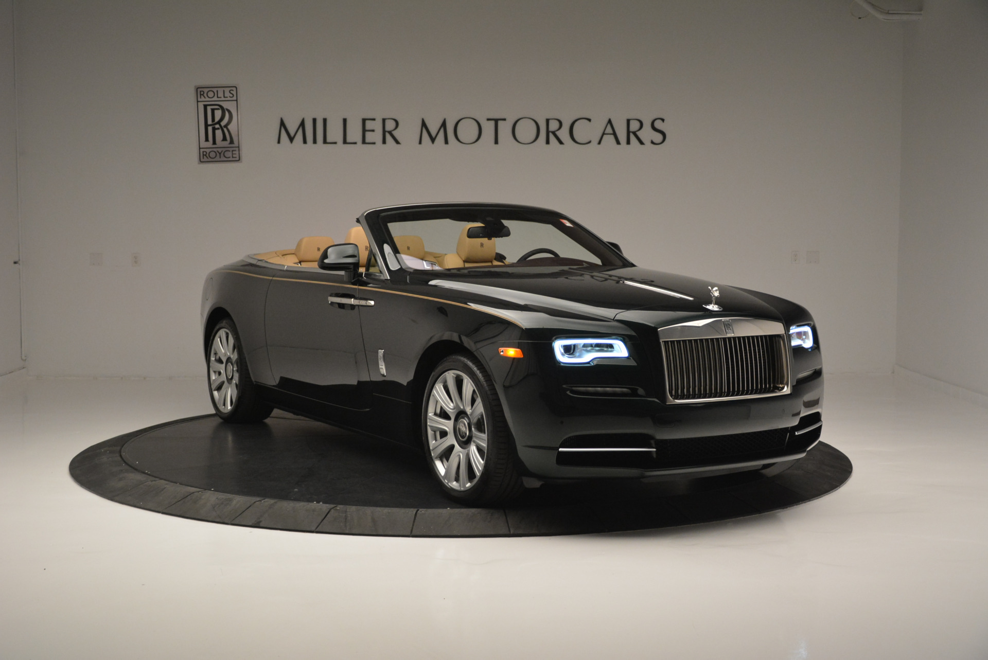 Used 2018 Rolls-Royce Dawn  For Sale In Greenwich, CT. Alfa Romeo of Greenwich, 7445 2179_p7