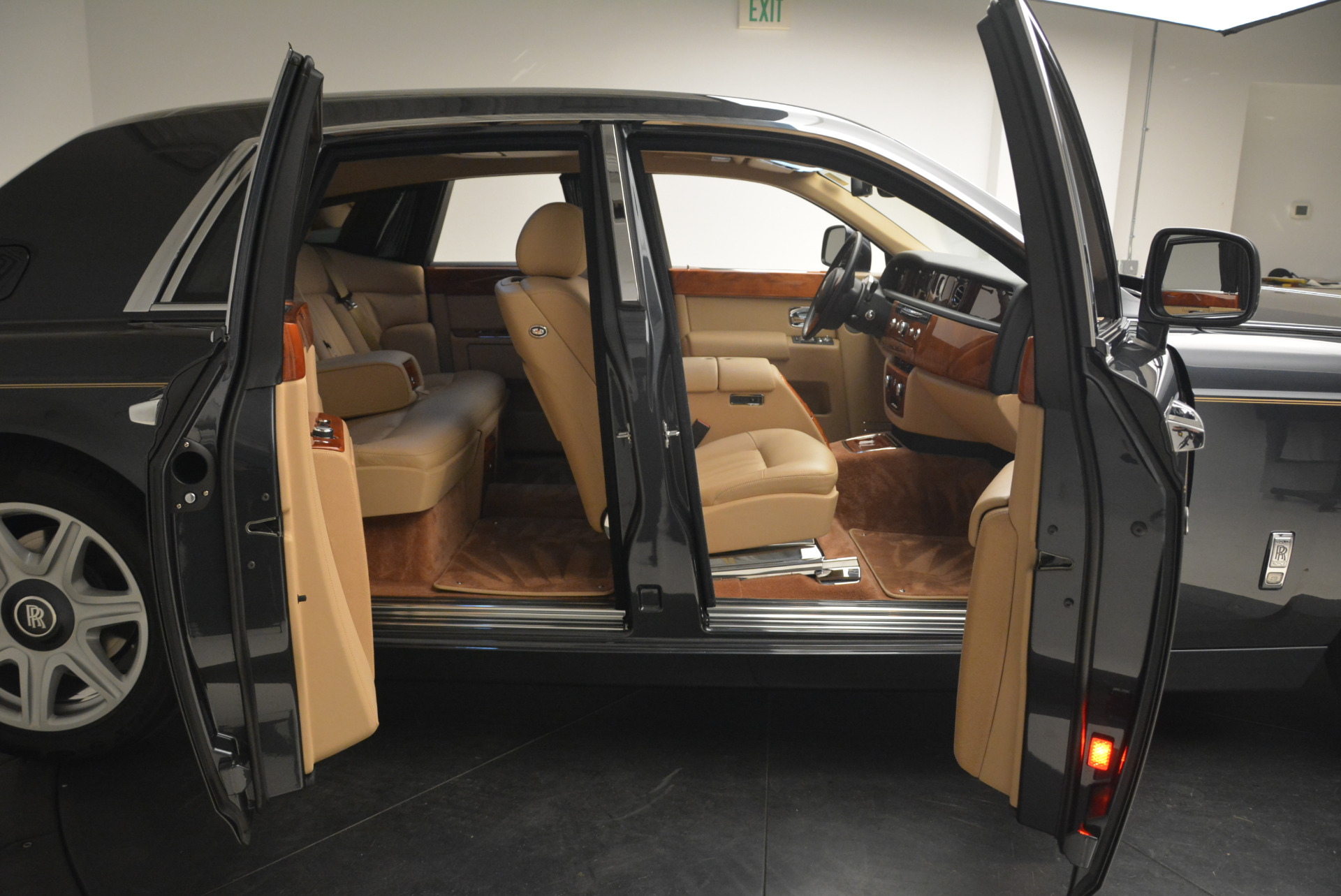 Used 2013 Rolls-Royce Phantom  For Sale In Greenwich, CT. Alfa Romeo of Greenwich, 7353 2208_p11