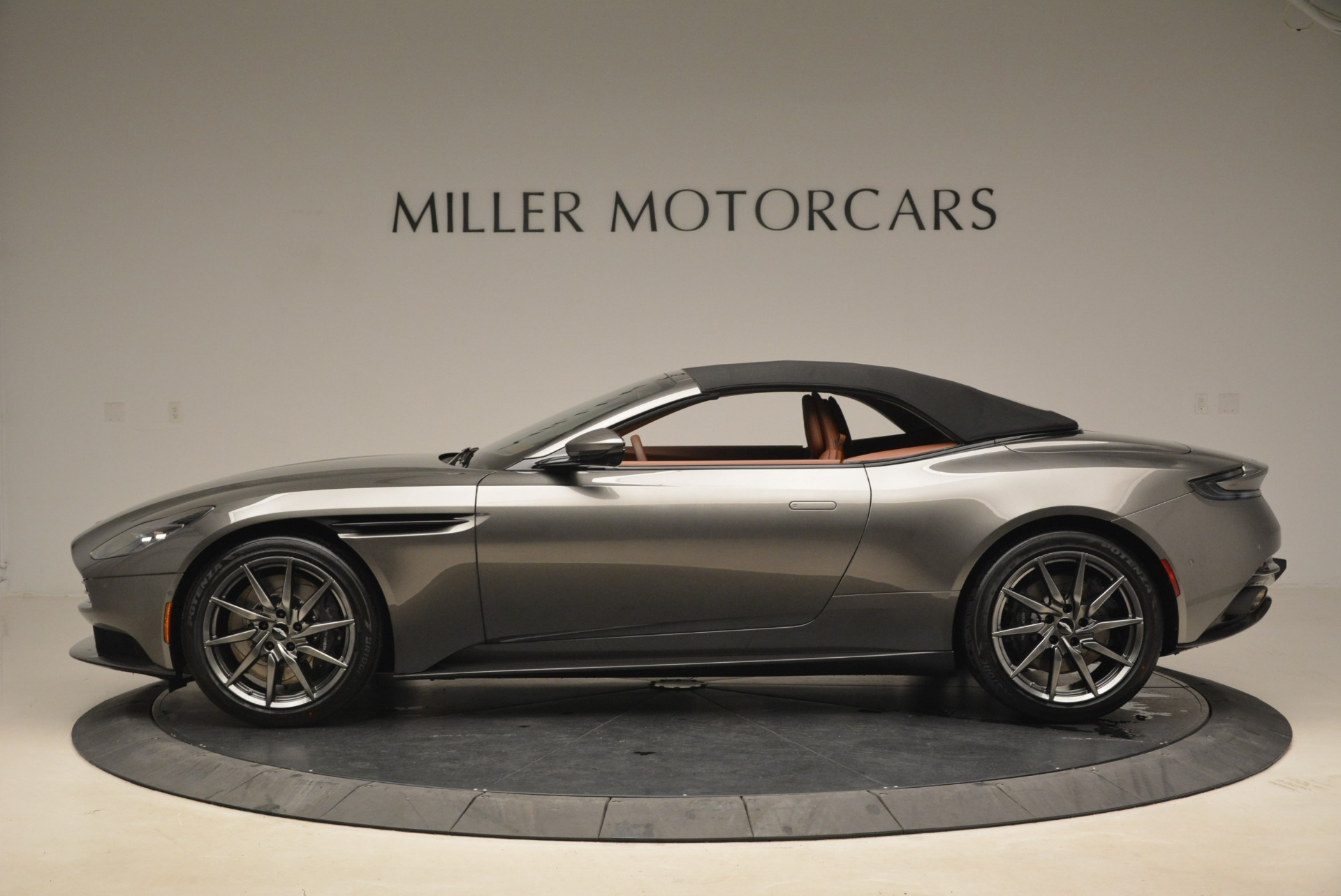 New 2019 Aston Martin DB11 Volante  For Sale In Greenwich, CT. Alfa Romeo of Greenwich, A1284 2209_p15