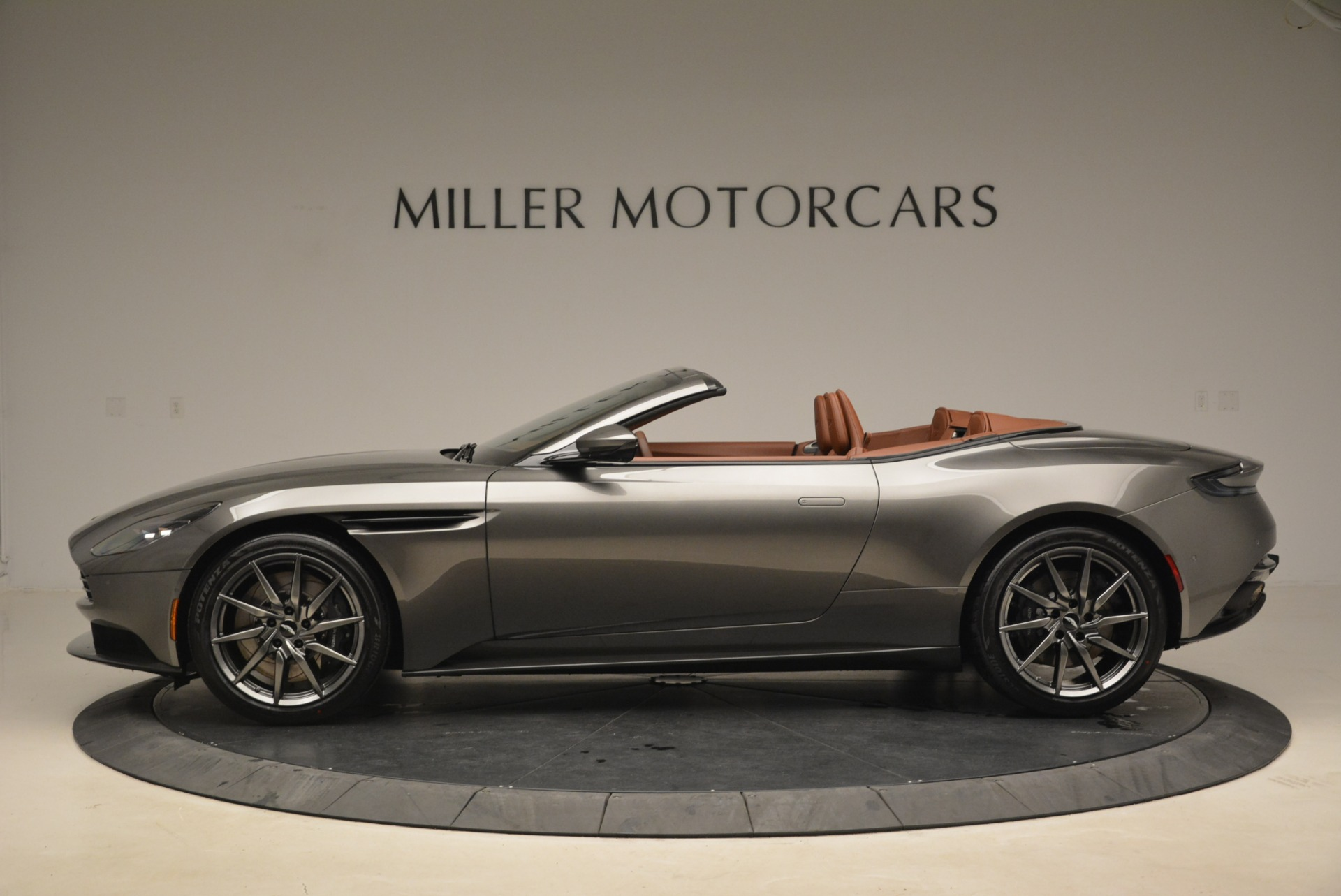New 2019 Aston Martin DB11 Volante  For Sale In Greenwich, CT. Alfa Romeo of Greenwich, A1284 2209_p3