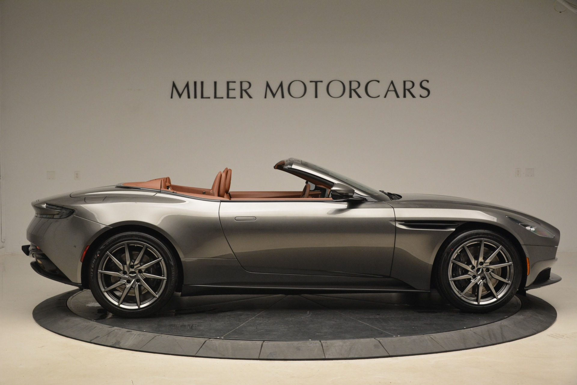 New 2019 Aston Martin DB11 Volante  For Sale In Greenwich, CT. Alfa Romeo of Greenwich, A1284 2209_p9