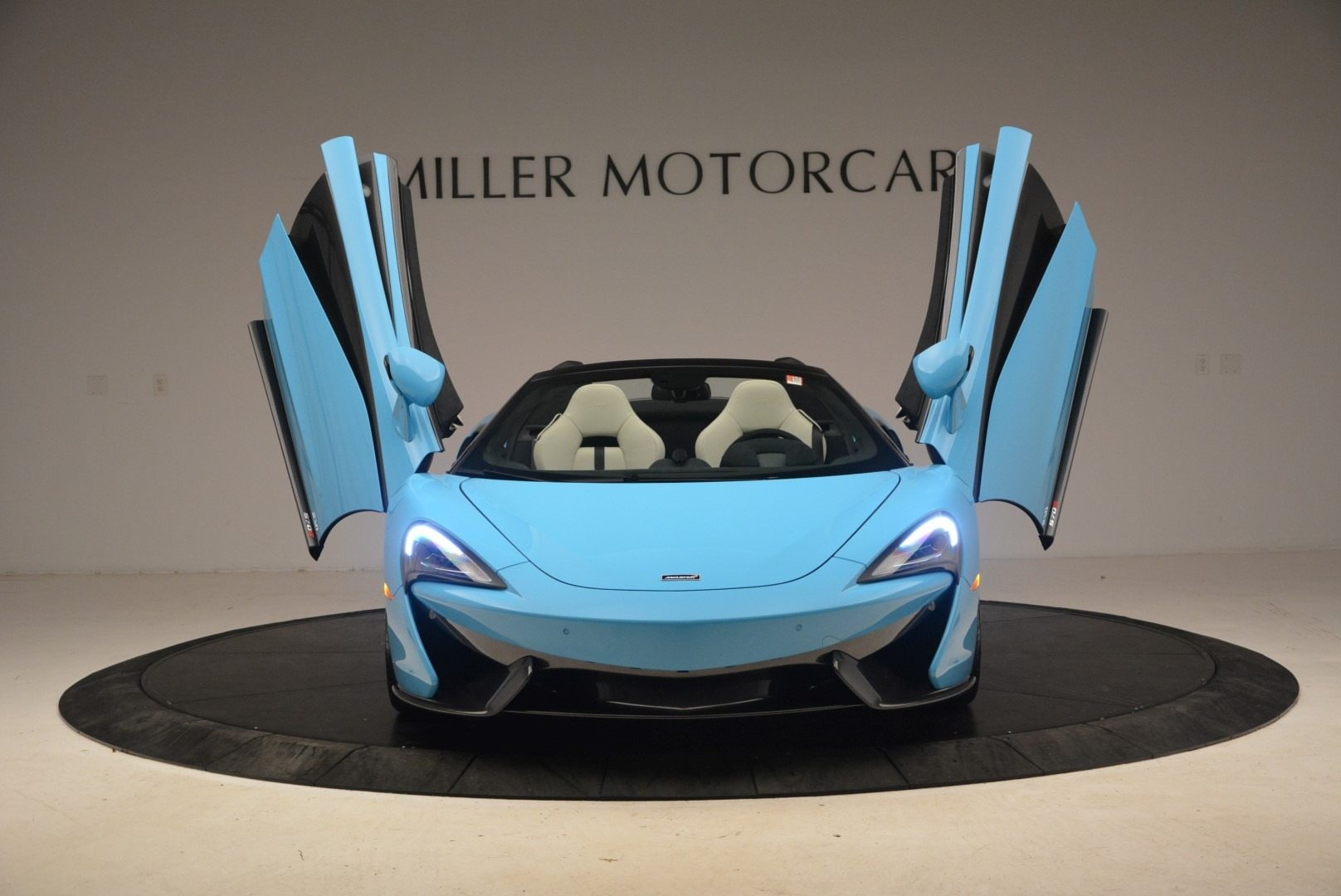 Used 2018 McLaren 570S Spider For Sale In Greenwich, CT. Alfa Romeo of Greenwich, MC355 2215_p13