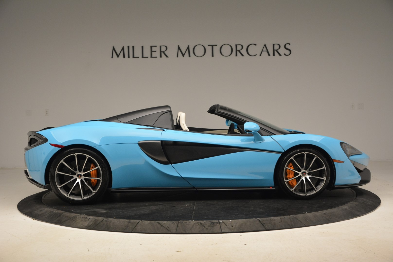 Used 2018 McLaren 570S Spider For Sale In Greenwich, CT. Alfa Romeo of Greenwich, MC355 2215_p9