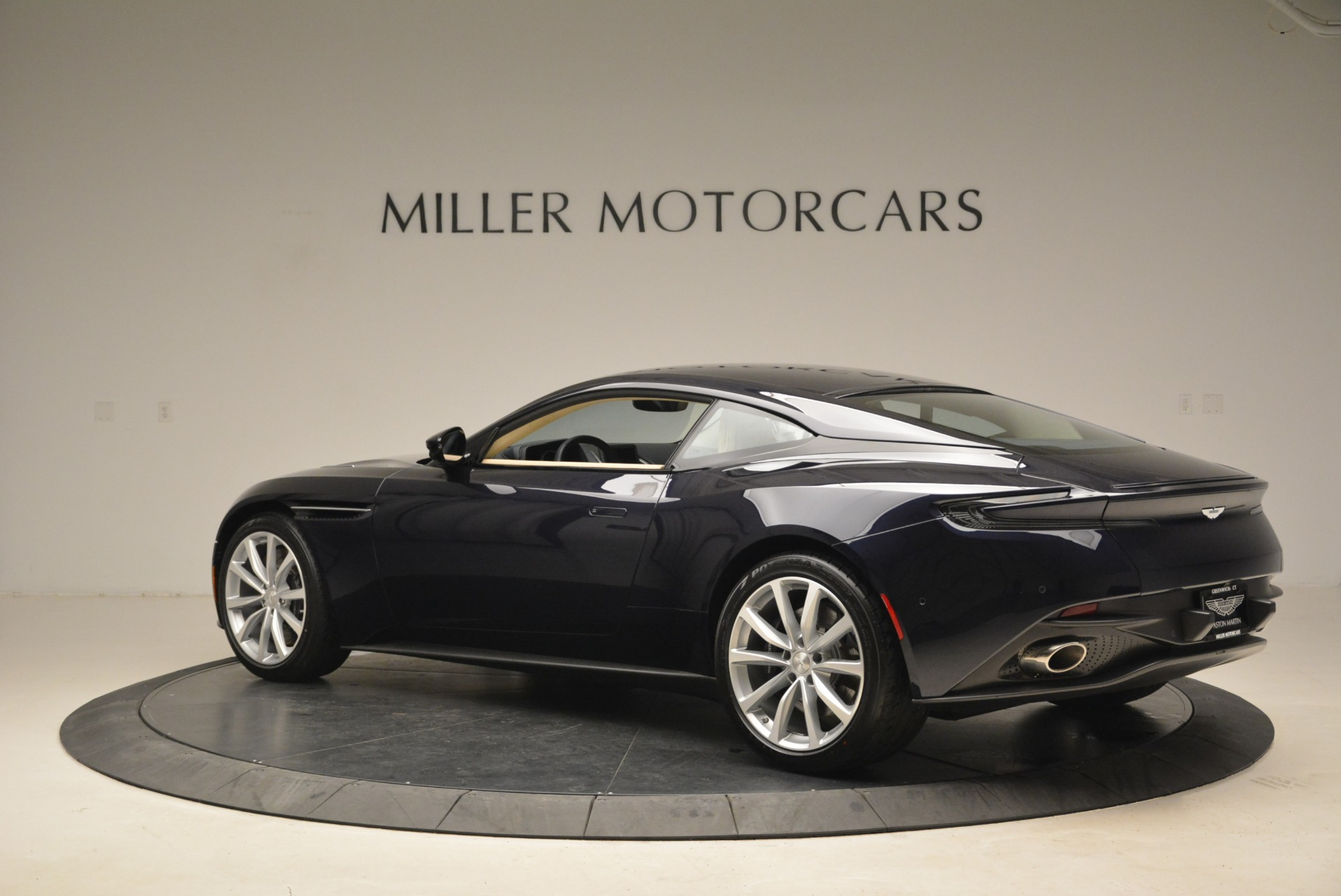 New 2018 Aston Martin DB11 V12 Coupe For Sale $254669 In Greenwich, CT 2227_p4
