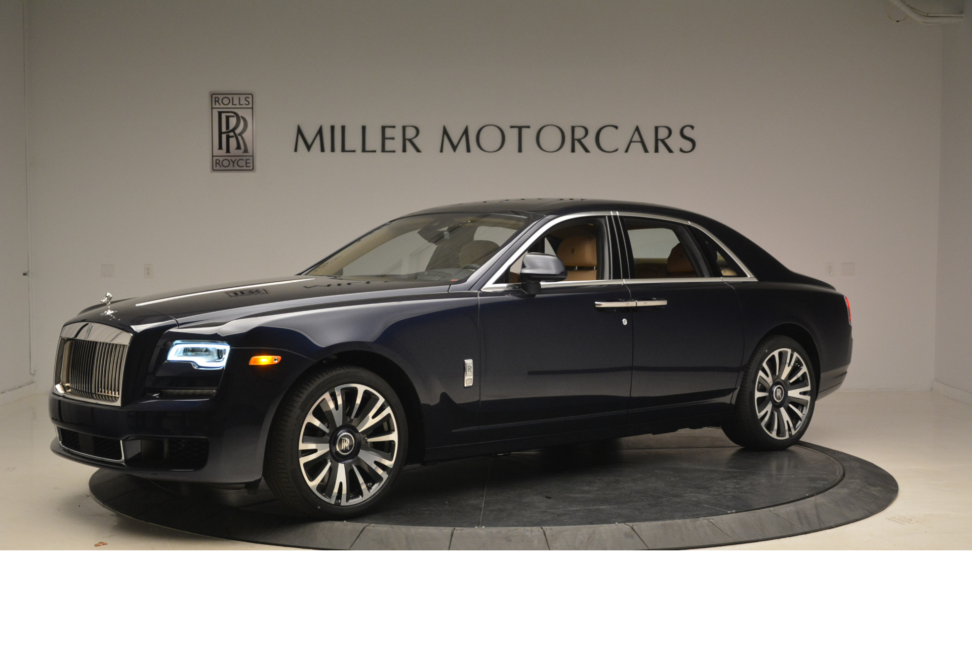 Used 2018 Rolls-Royce Ghost  For Sale In Greenwich, CT. Alfa Romeo of Greenwich, R459 2231_p2