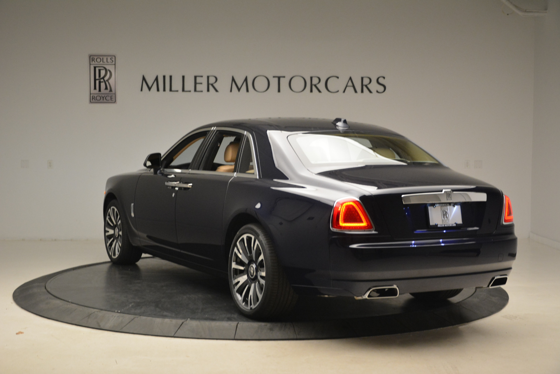 Used 2018 Rolls-Royce Ghost  For Sale In Greenwich, CT. Alfa Romeo of Greenwich, R459 2231_p7