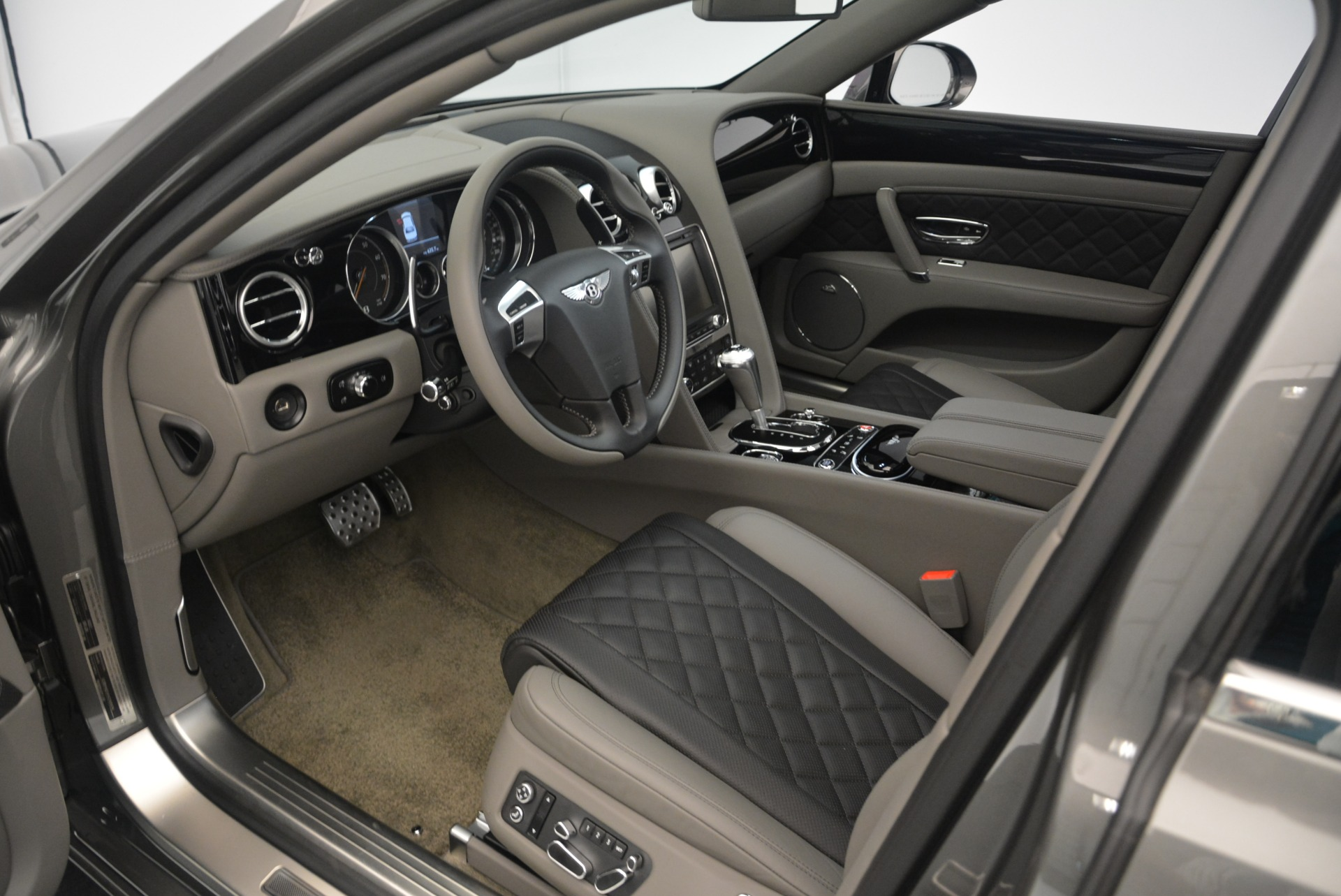 Used 2017 Bentley Flying Spur V8 S For Sale In Greenwich, CT. Alfa Romeo of Greenwich, B1353 2263_p18