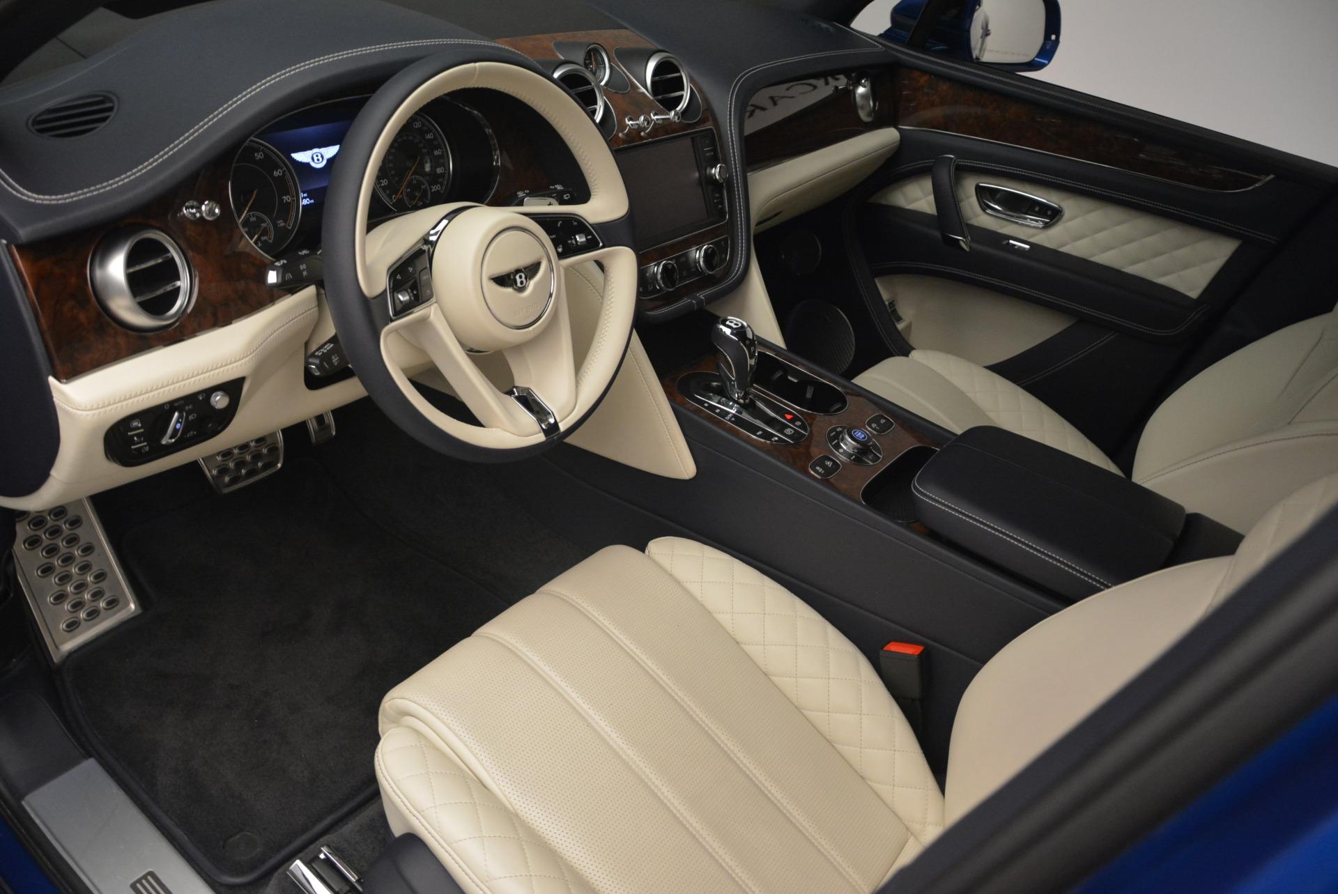 Used 2018 Bentley Bentayga W12 Signature For Sale In Greenwich, CT. Alfa Romeo of Greenwich, B1354 2265_p16
