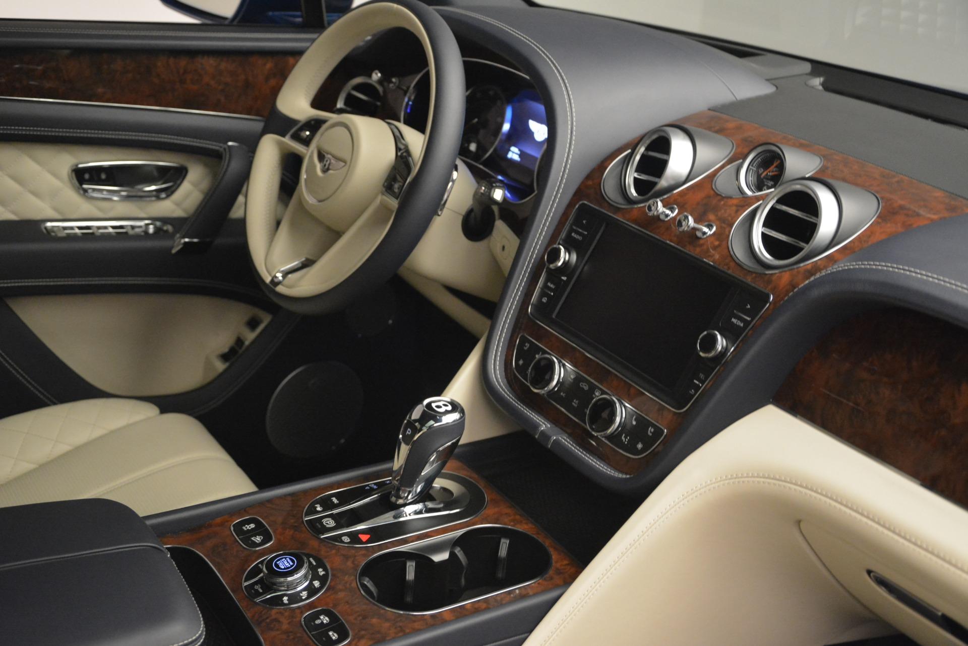 Used 2018 Bentley Bentayga W12 Signature For Sale In Greenwich, CT. Alfa Romeo of Greenwich, B1354 2265_p27