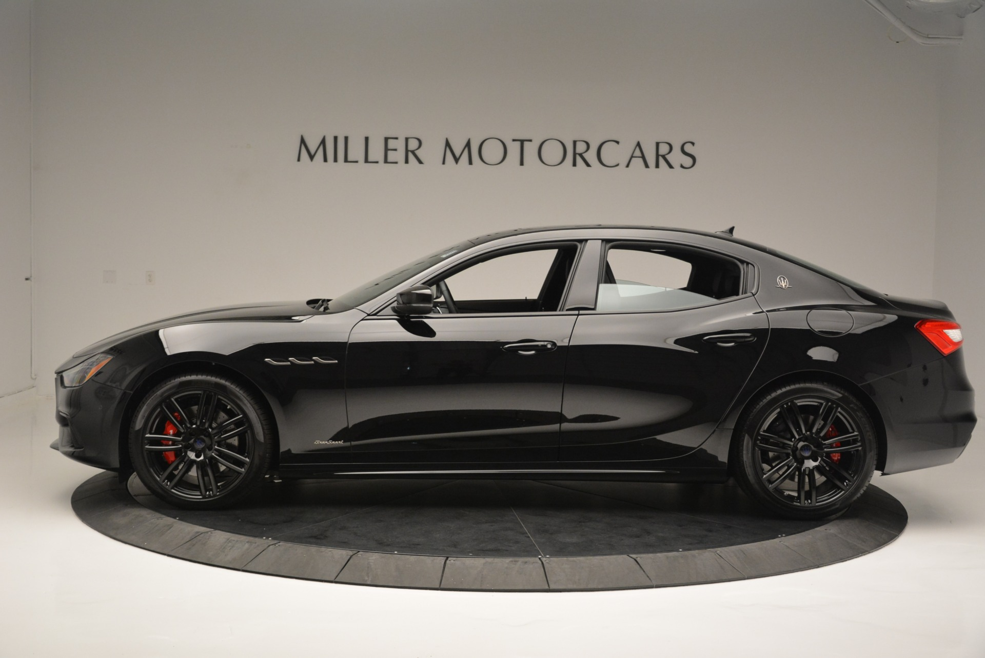 New 2018 Maserati Ghibli SQ4 GranSport Nerissimo For Sale In Greenwich, CT. Alfa Romeo of Greenwich, M2149 2278_p3