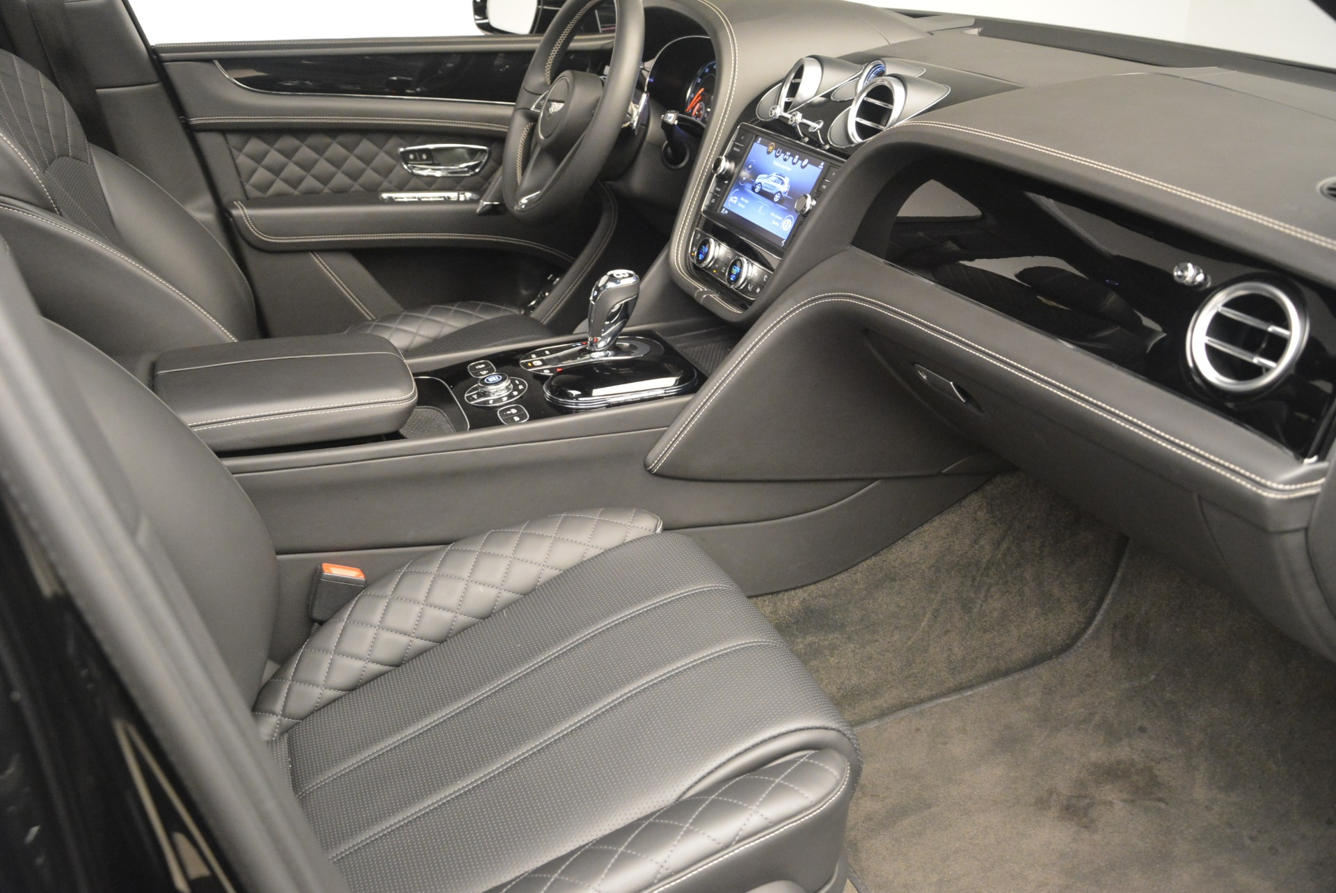 Used 2017 Bentley Bentayga W12 For Sale In Greenwich, CT. Alfa Romeo of Greenwich, 7379 2284_p19