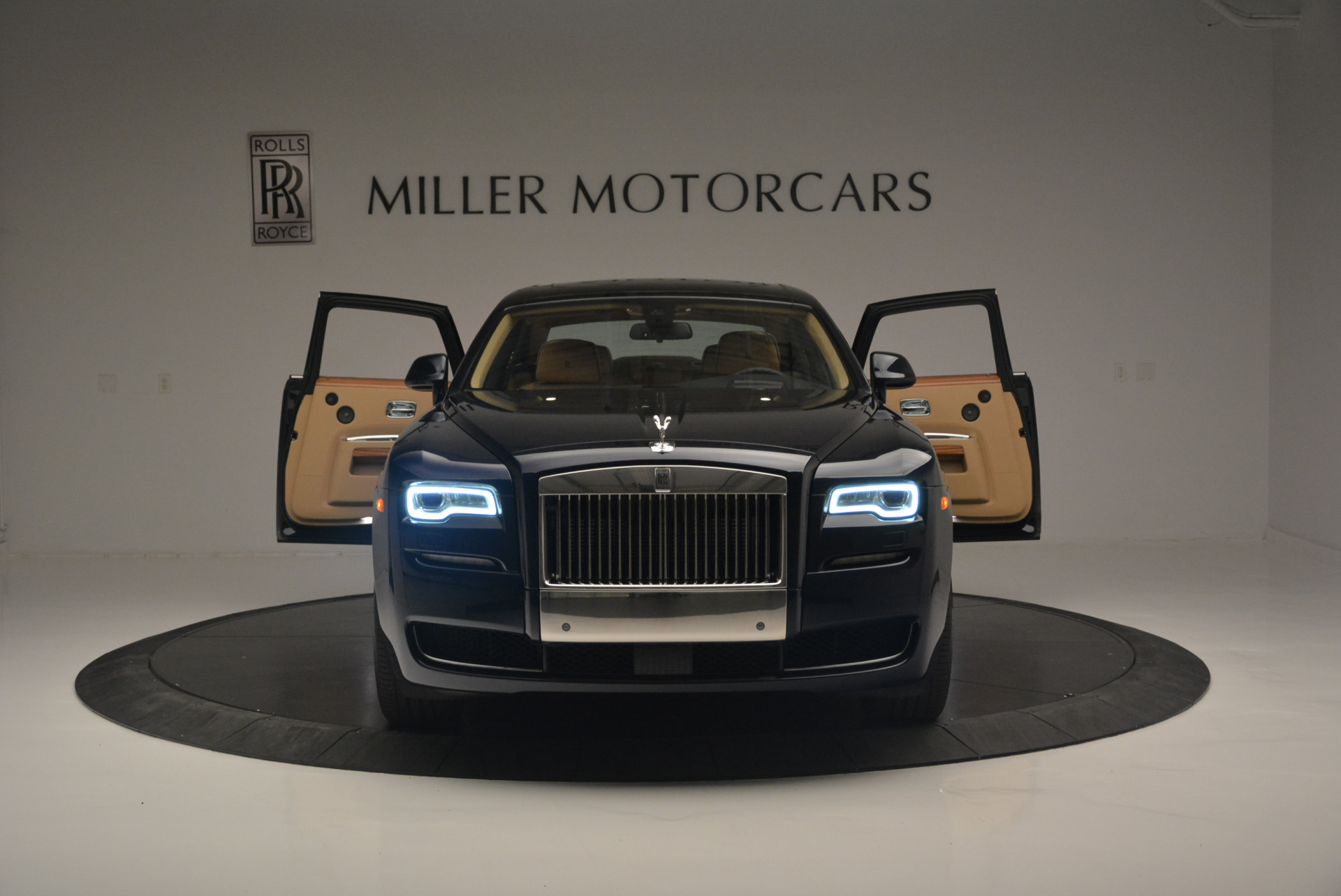 Used 2015 Rolls-Royce Ghost  For Sale In Greenwich, CT. Alfa Romeo of Greenwich, 7384 2297_p13