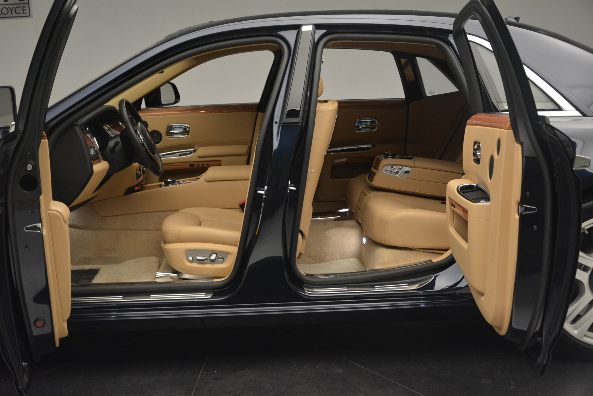 Used 2015 Rolls-Royce Ghost  For Sale In Greenwich, CT. Alfa Romeo of Greenwich, 7384 2297_p17