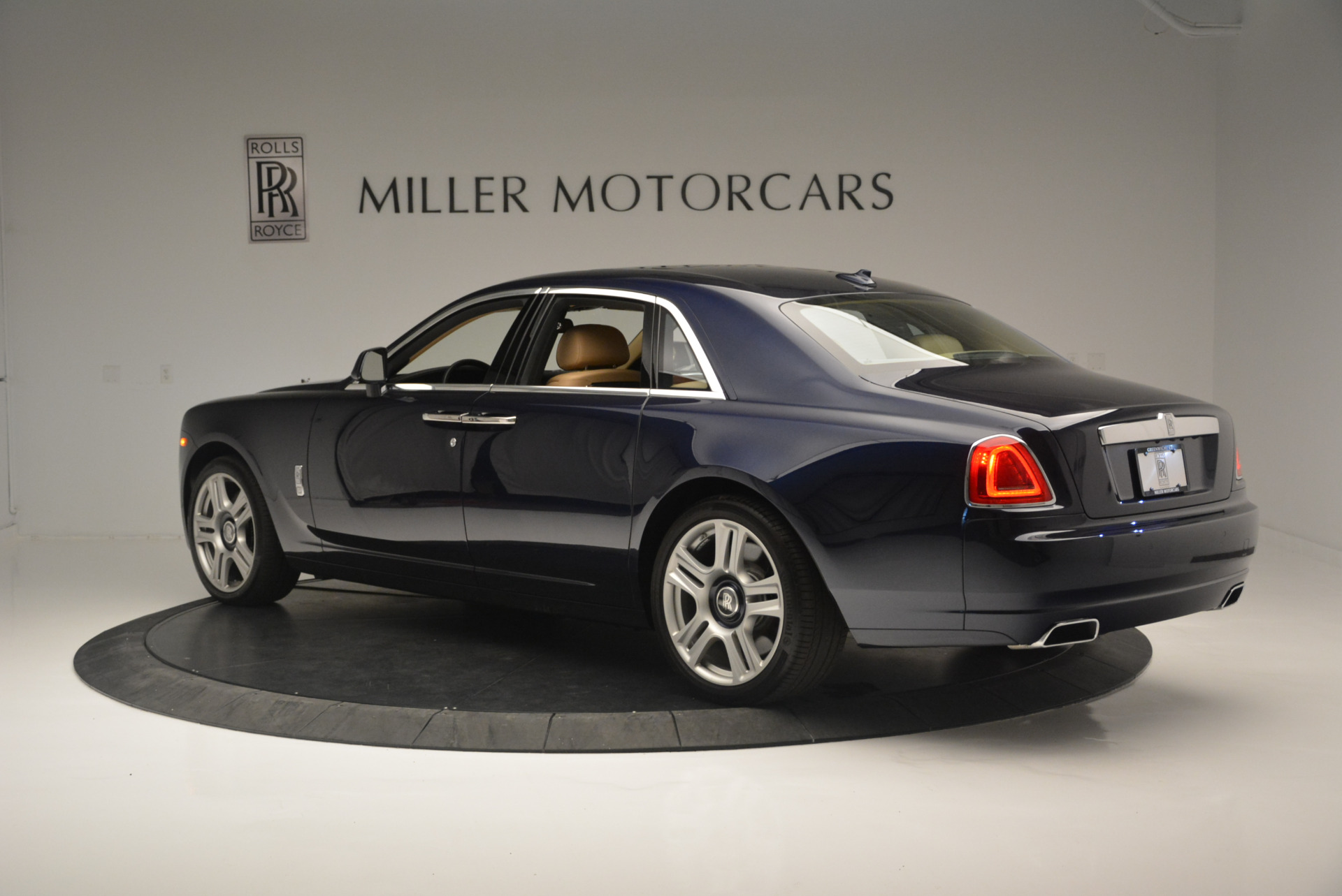Used 2015 Rolls-Royce Ghost  For Sale In Greenwich, CT. Alfa Romeo of Greenwich, 7384 2297_p4