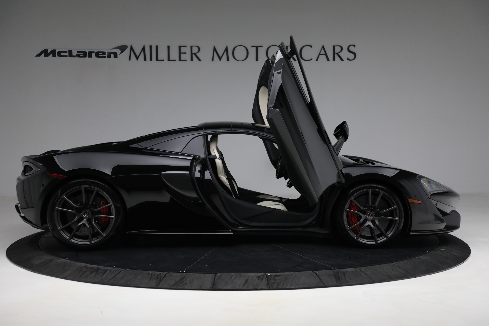 New 2018 McLaren 570S Spider For Sale In Greenwich, CT. Alfa Romeo of Greenwich, MC360 2312_p27