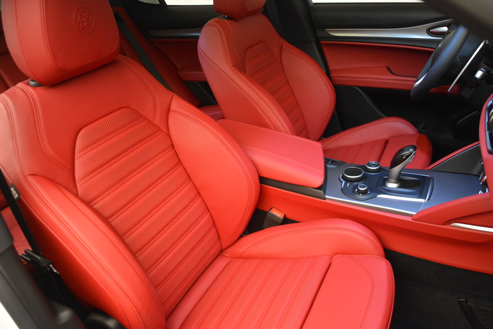 New 2018 Alfa Romeo Stelvio Ti Sport Q4 For Sale In Greenwich, CT. Alfa Romeo of Greenwich, LW185 2323_p17