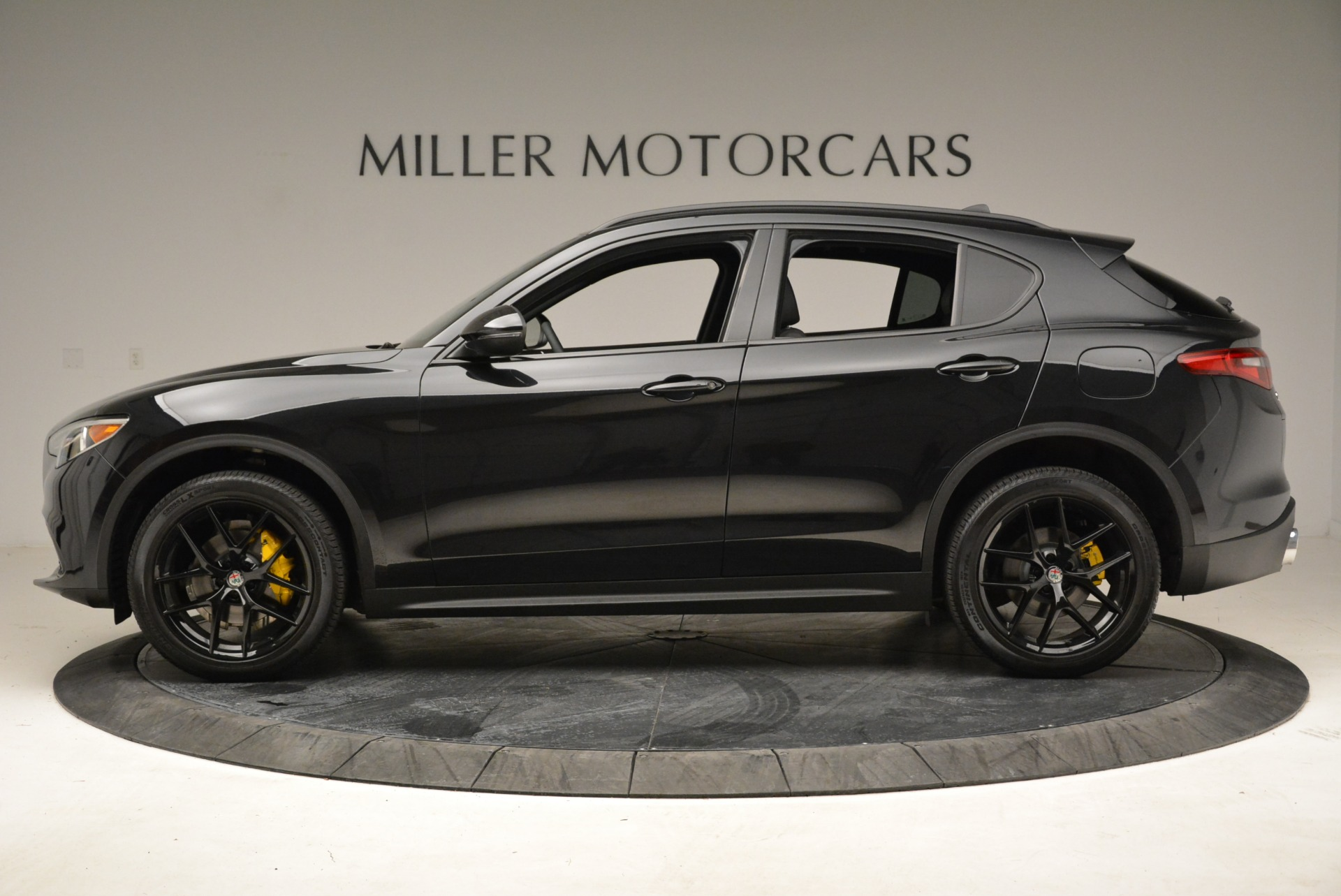 New 2018 Alfa Romeo Stelvio Ti Sport Q4 For Sale In Greenwich, CT. Alfa Romeo of Greenwich, LW187 2325_p3