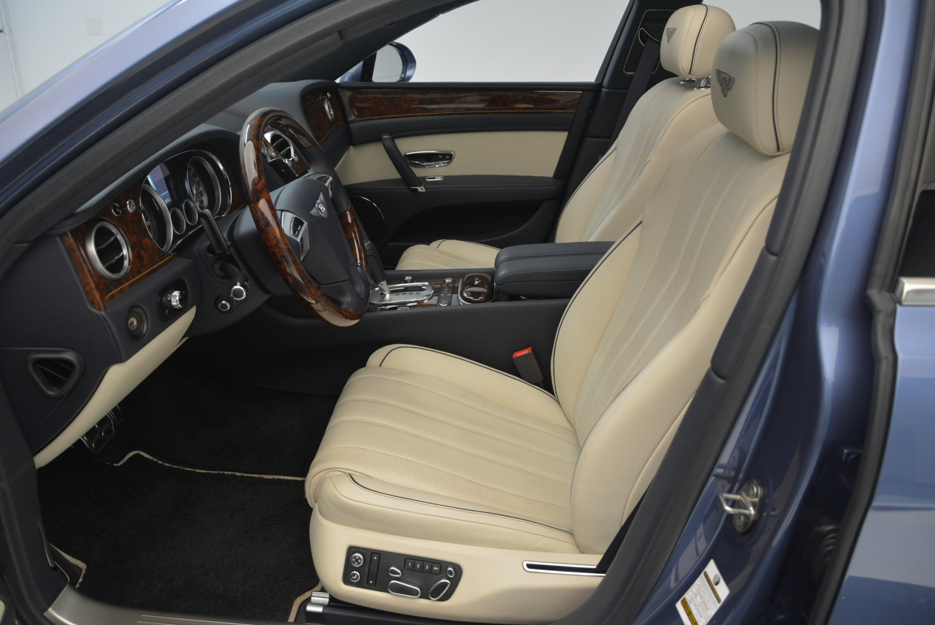 Used 2015 Bentley Flying Spur W12 For Sale In Greenwich, CT. Alfa Romeo of Greenwich, 7375 2339_p20