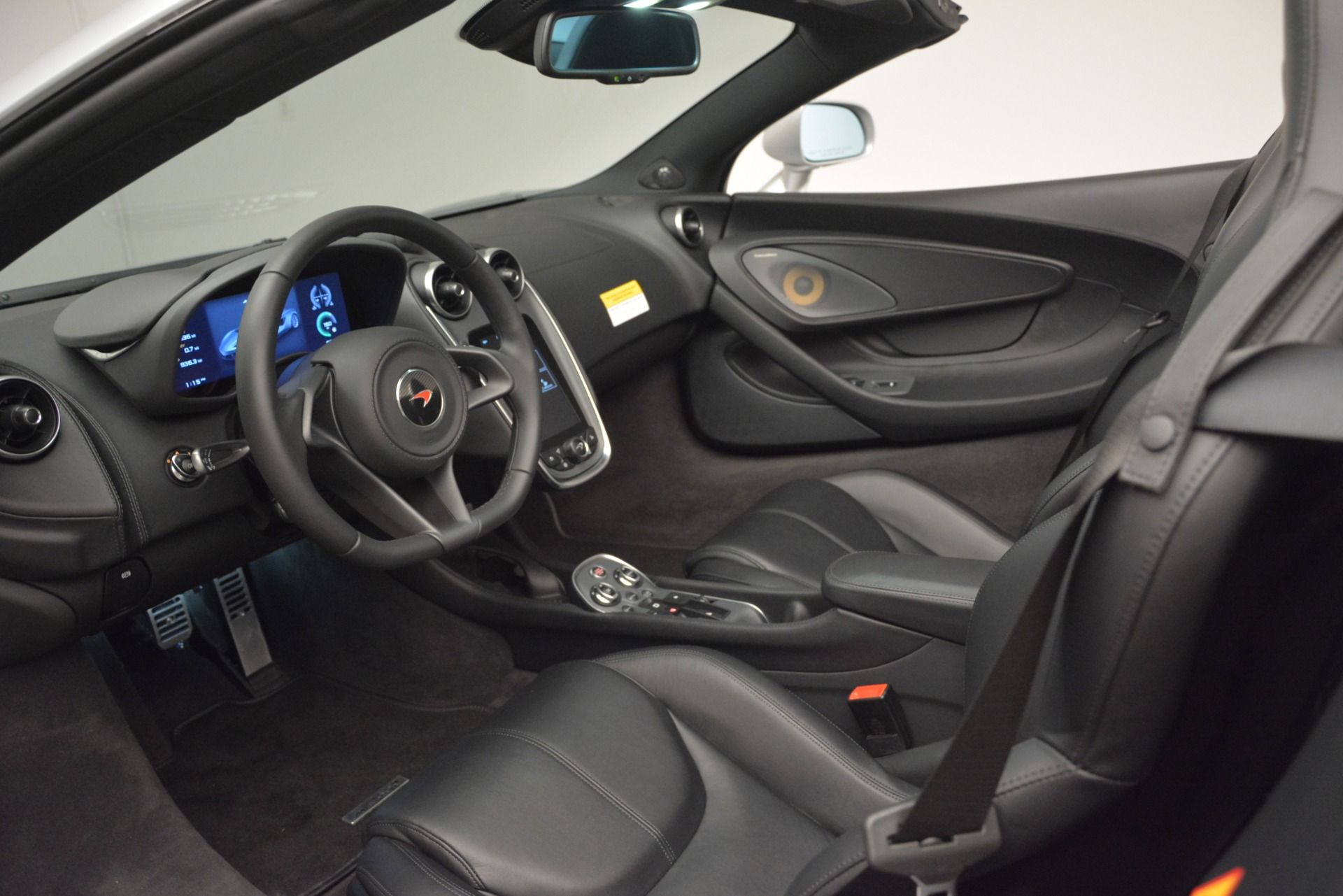 Used 2018 McLaren 570S Spider For Sale In Greenwich, CT. Alfa Romeo of Greenwich, MC369 2340_p23