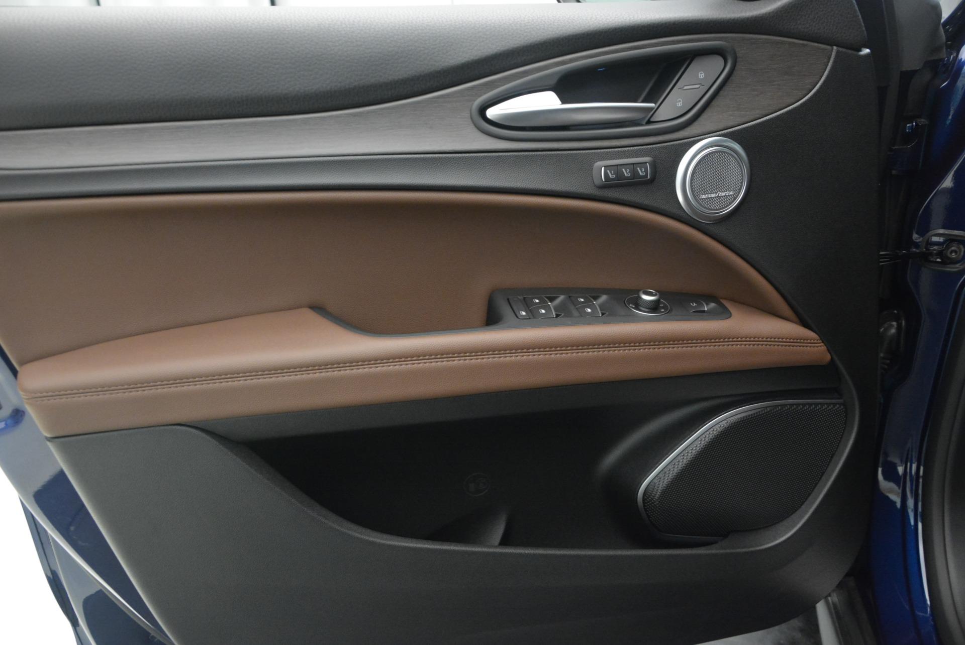 New 2018 Alfa Romeo Stelvio Ti Q4 For Sale In Greenwich, CT. Alfa Romeo of Greenwich, LW192 2349_p19